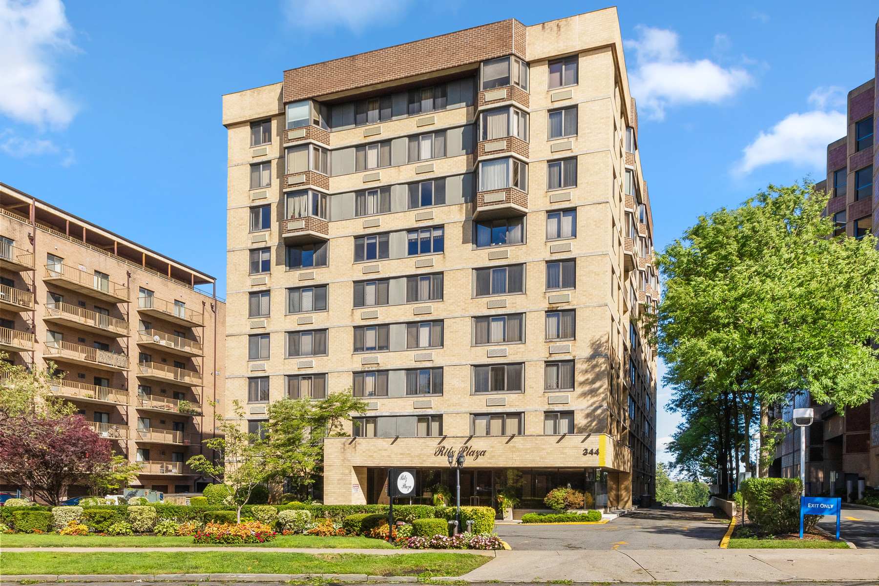 Condominiums for Active at Ritz Plaza 344 Prospect Ave PHC Hackensack, New Jersey 07601 United States