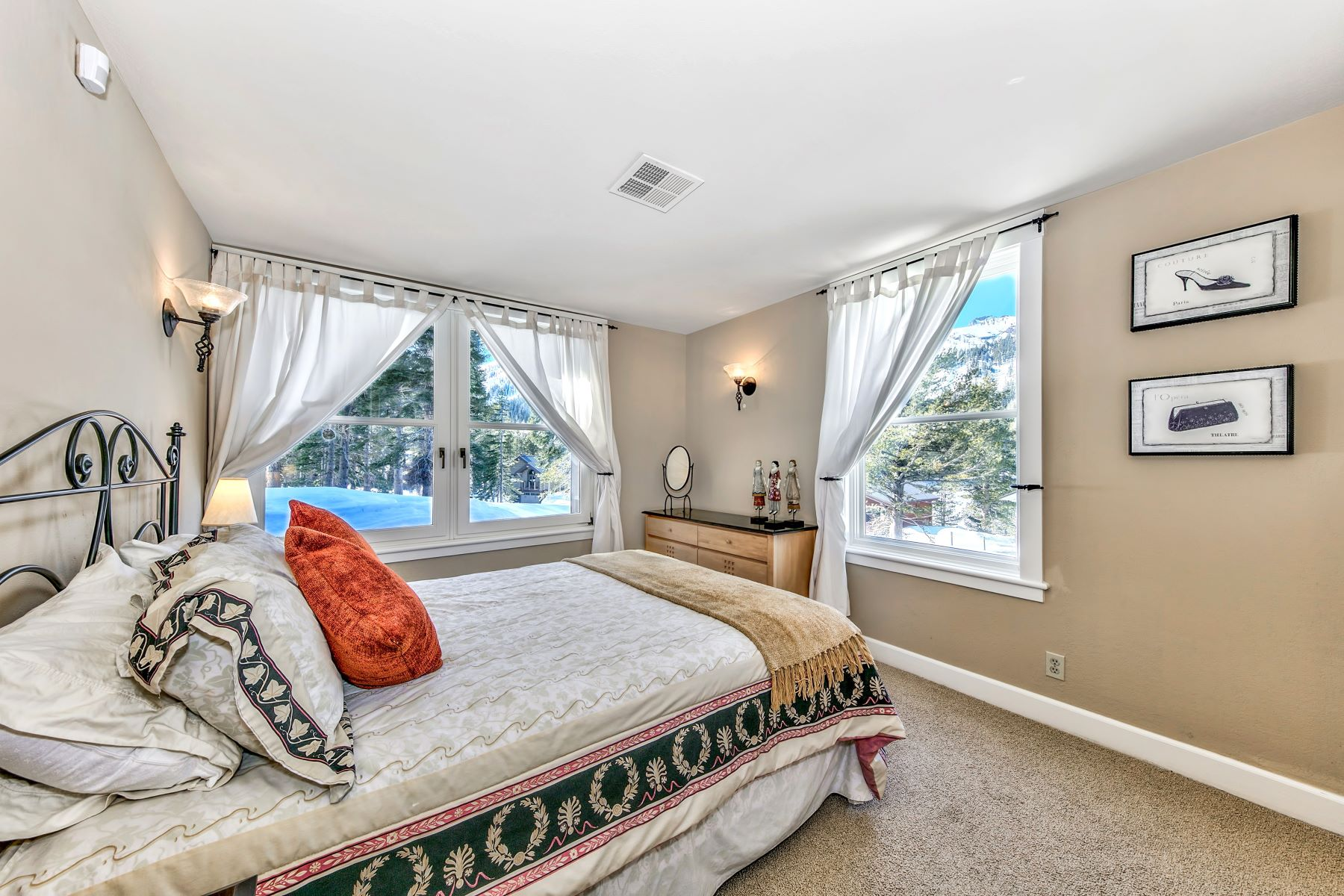 Additional photo for property listing at Beautiful Custom home located in Kirkwood 473 E. Meadows Drive Kirkwood, California 95646 United States