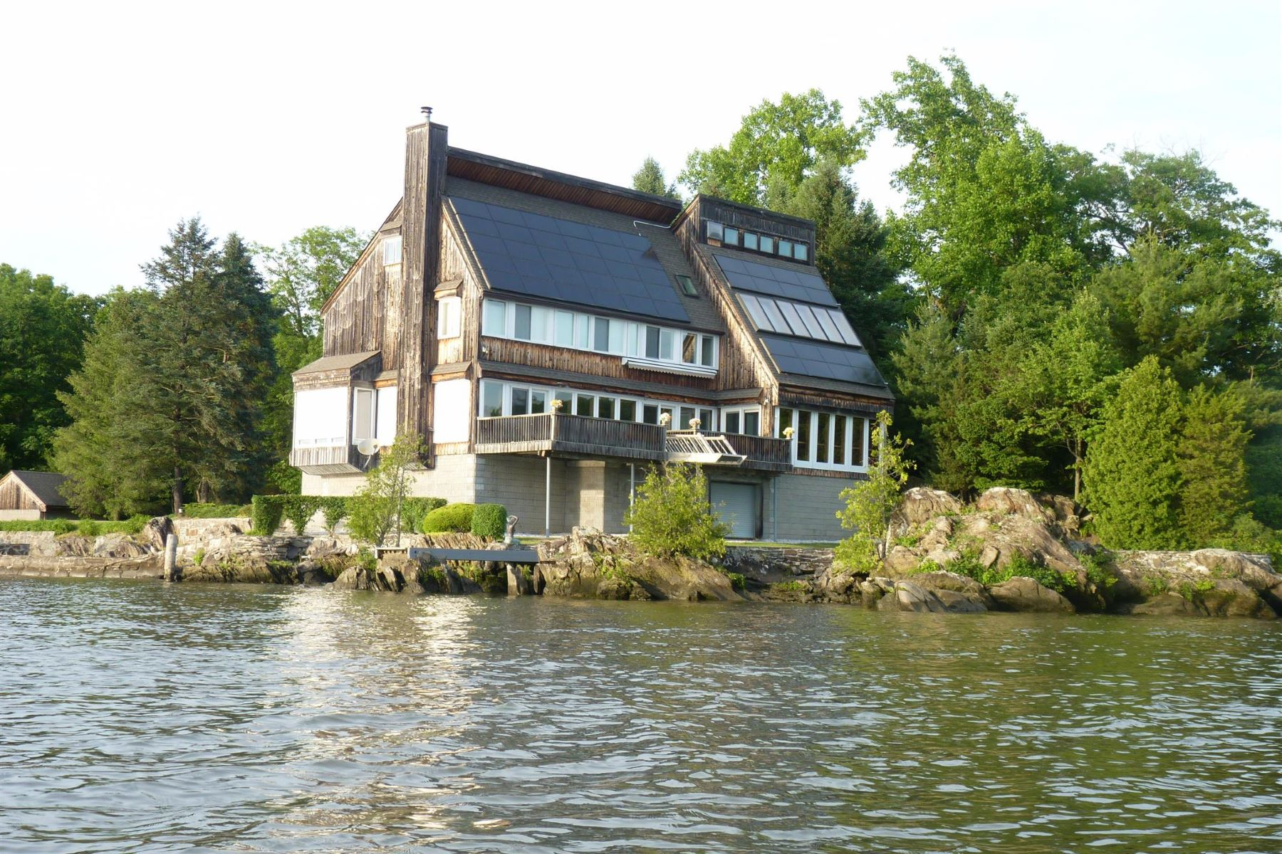 Частный односемейный дом для того Продажа на Bolles Island on the Hudson River 16 Poppinga Lane Hyde Park, Нью-Йорк 12538 Соединенные Штаты