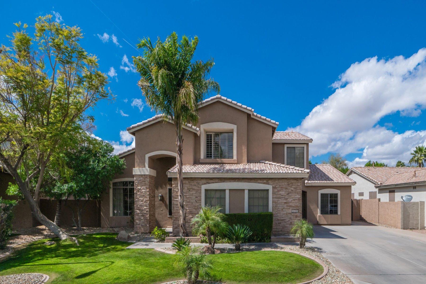 独户住宅 为 销售 在 Gorgeous Family Chandler Home 1722 S Los Altos Dr 钱德勒, 亚利桑那州 85286 美国