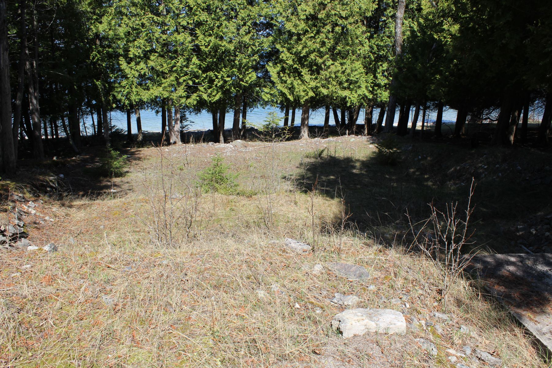 Land for Active at 100 feet of waterfrontage on Lake Huron E. Somes Road Drummond Island, Michigan 49726 United States