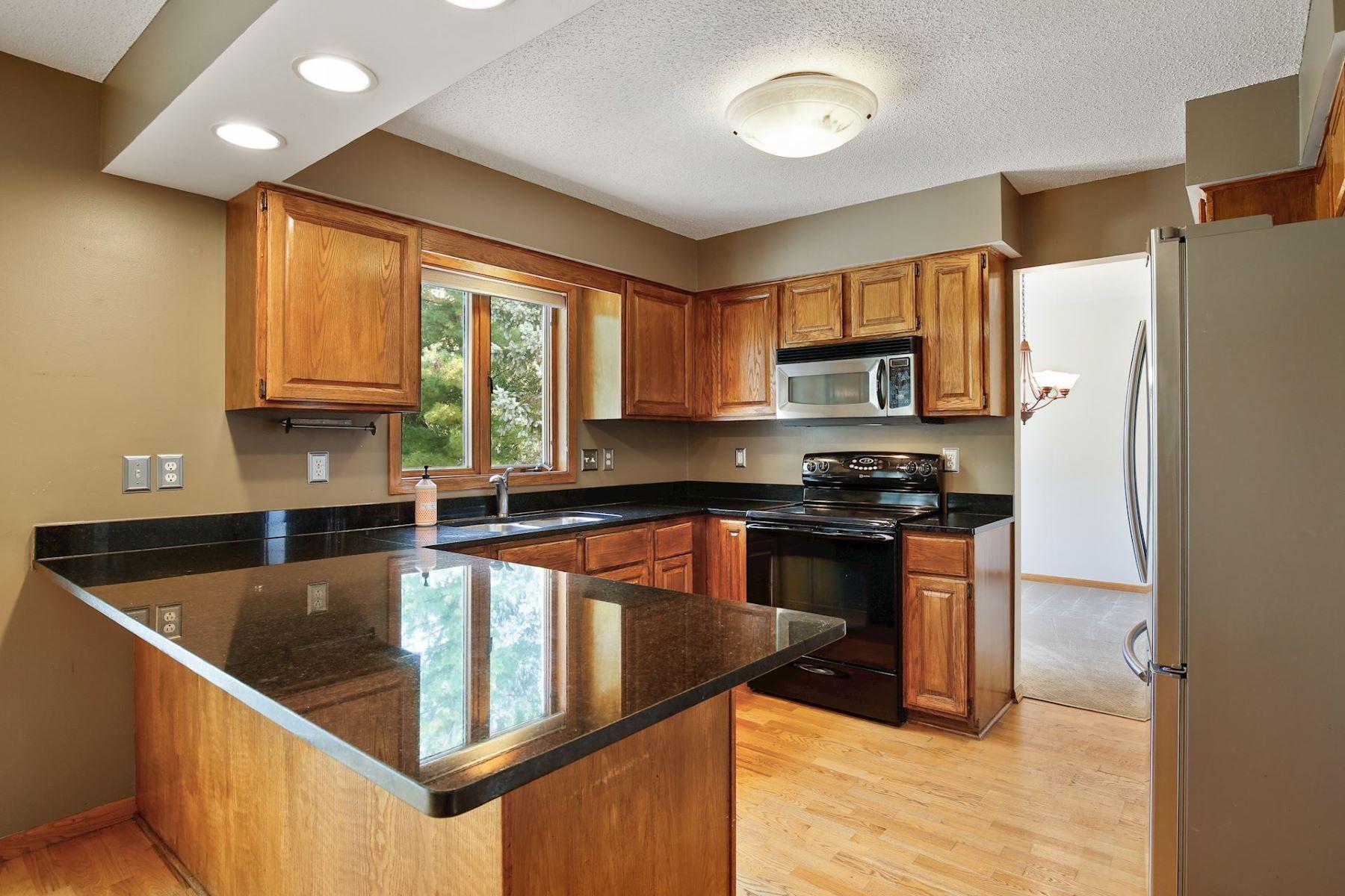 Additional photo for property listing at  Plymouth, Minnesota 55446 Estados Unidos