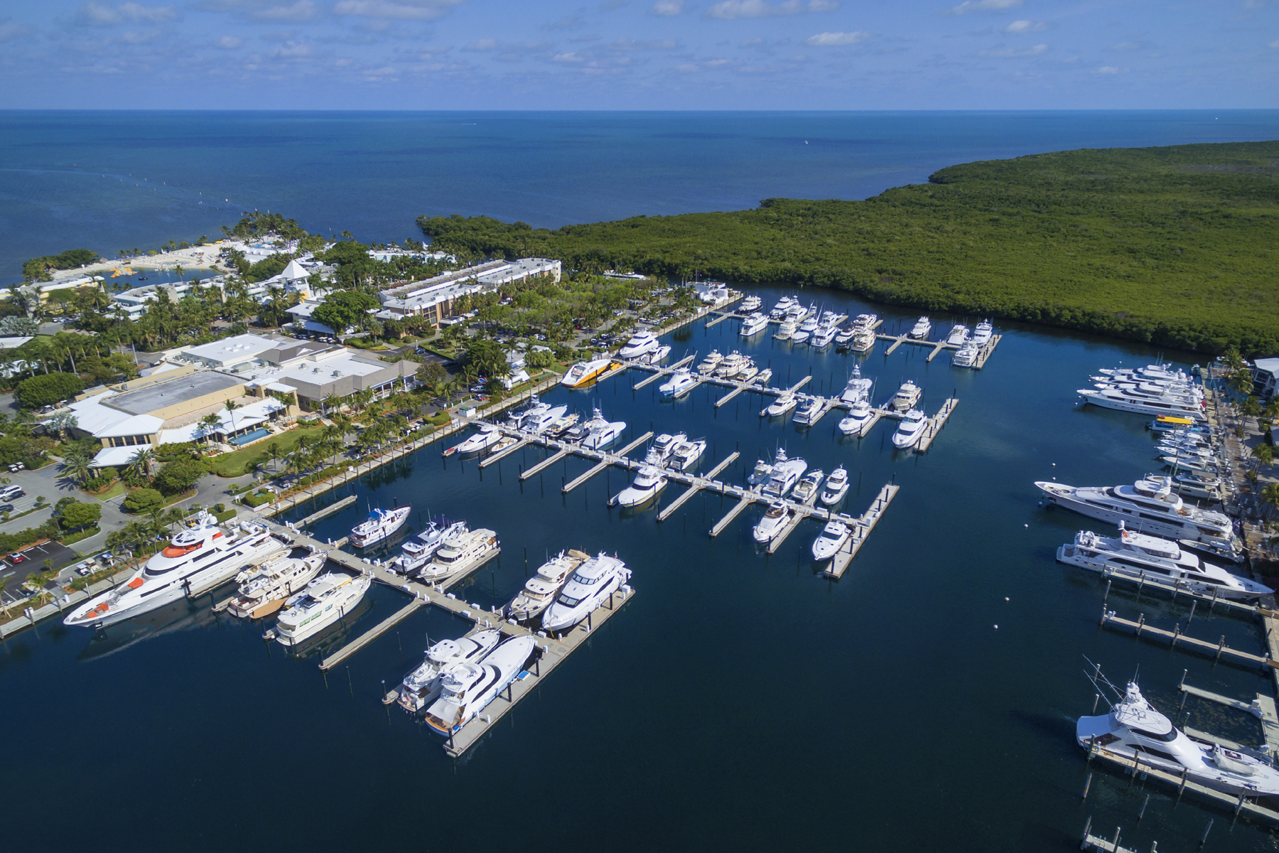 Additional photo for property listing at Ocean Reef Marina Offers Full Yacht Services 201 Ocean Reef Drive, Dock FS-25 Key Largo, Florida 33037 Verenigde Staten