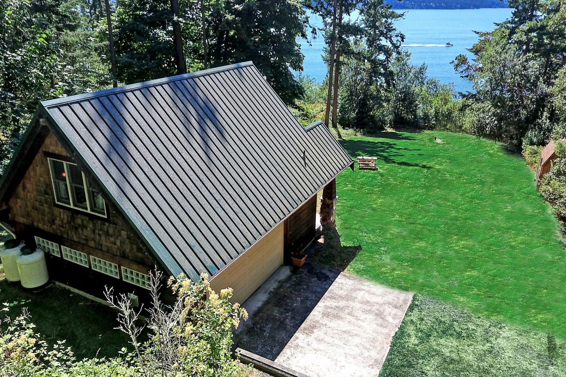 Additional photo for property listing at 1588 SW Camano Dr 1588 SW Camano Dr Camano Island, Washington 98282 United States