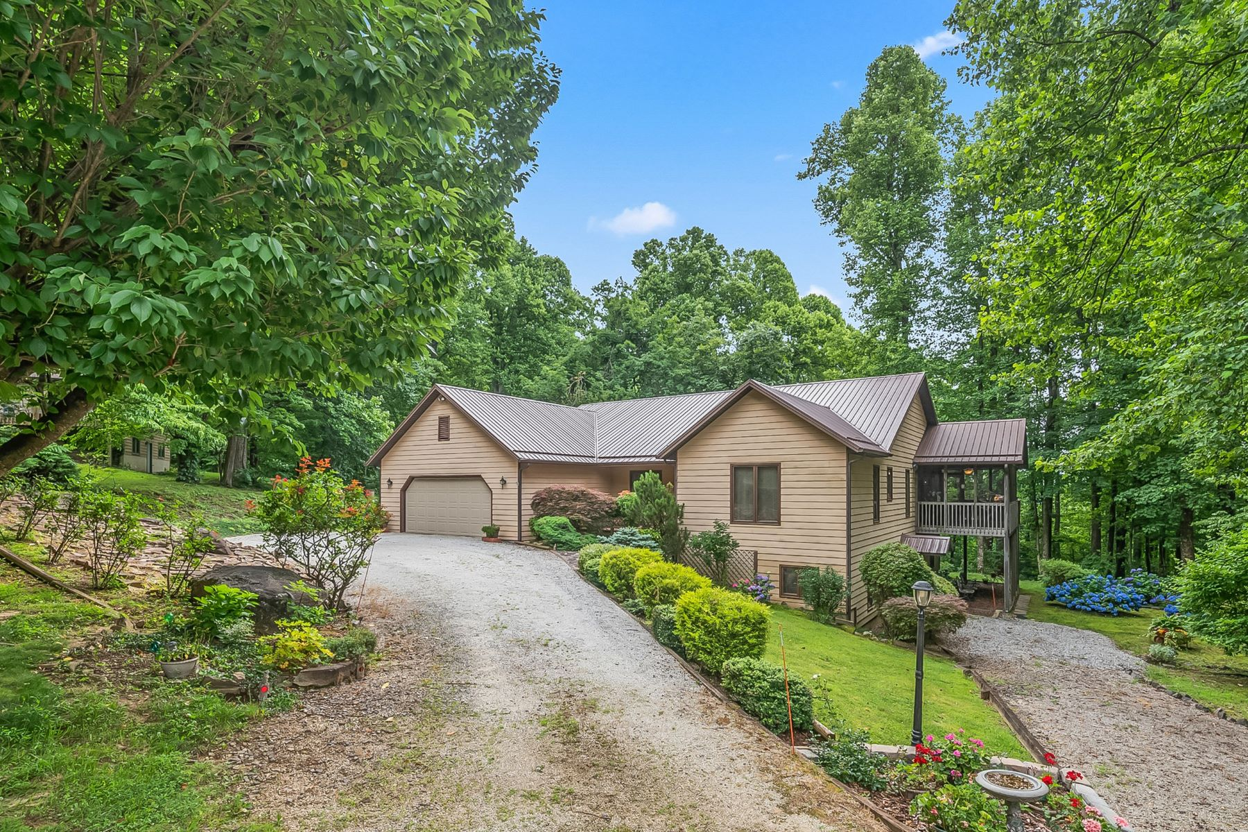 Single Family Homes for Active at 464 McKenzie Way S., Old Fort, NC 464 McKenzie Way S. Old Fort, North Carolina 28762 United States