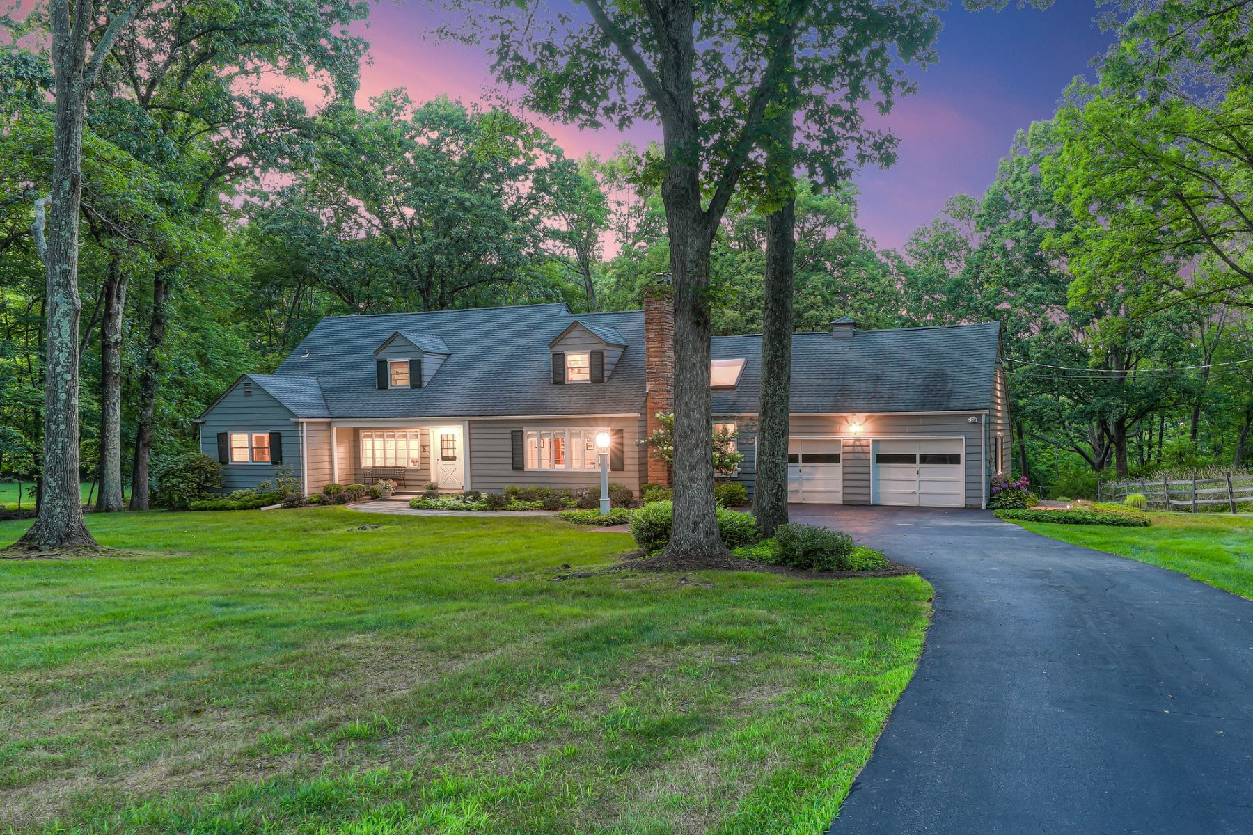 Single Family Homes for Active at Warm and Inviting Cape Cod 8 Yardley Road Mendham, New Jersey 07945 United States