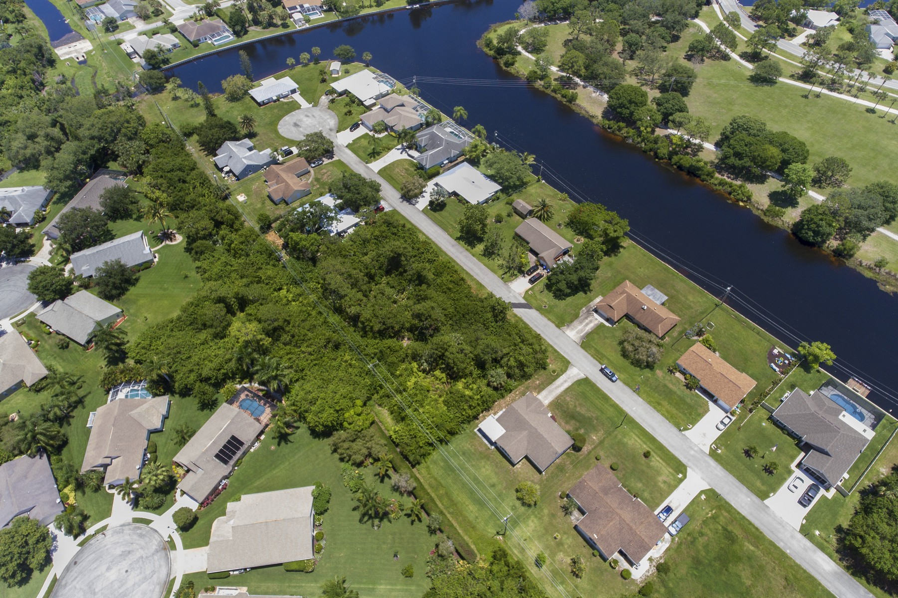 Additional photo for property listing at Buildable Lot on Quiet Cul-De-Sac 432 Ponoka St Sebastian, Florida 32958 United States