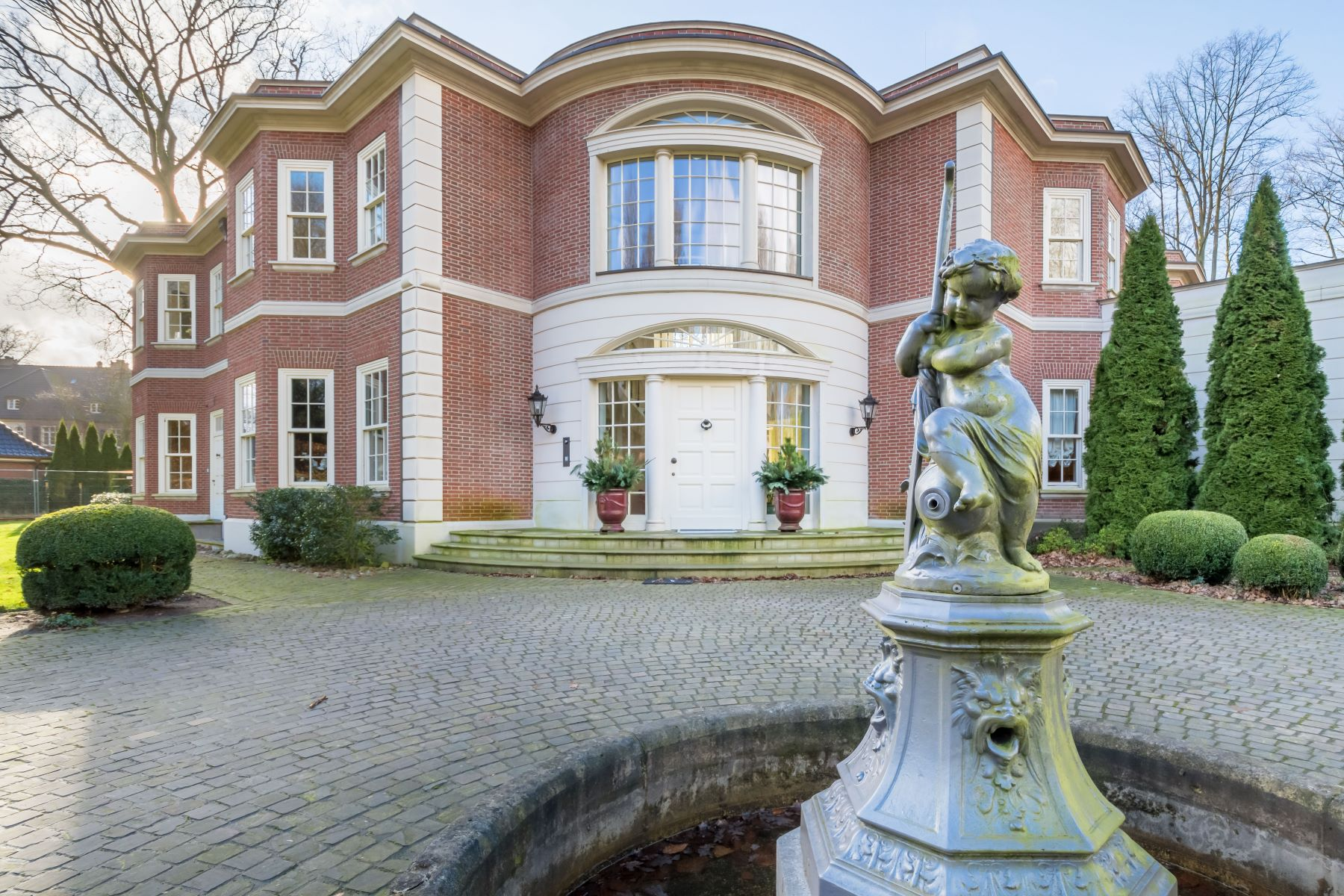 Single Family Home for Sale at Spectacular family residence in beautiful neighborhood Hamburg, Hamburg 22609 Germany
