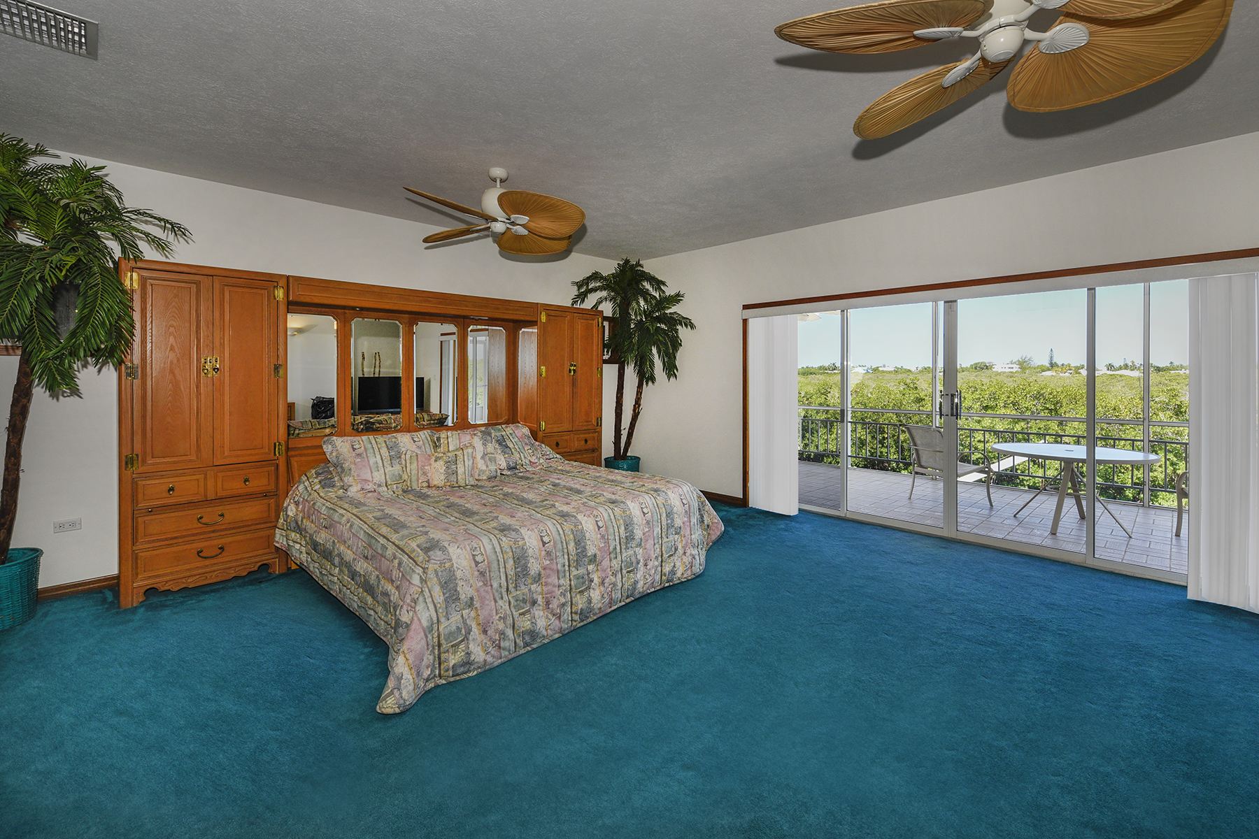 Additional photo for property listing at Perfect Island Setting 124 Venetian Drive Islamorada, Florida 33036 United States