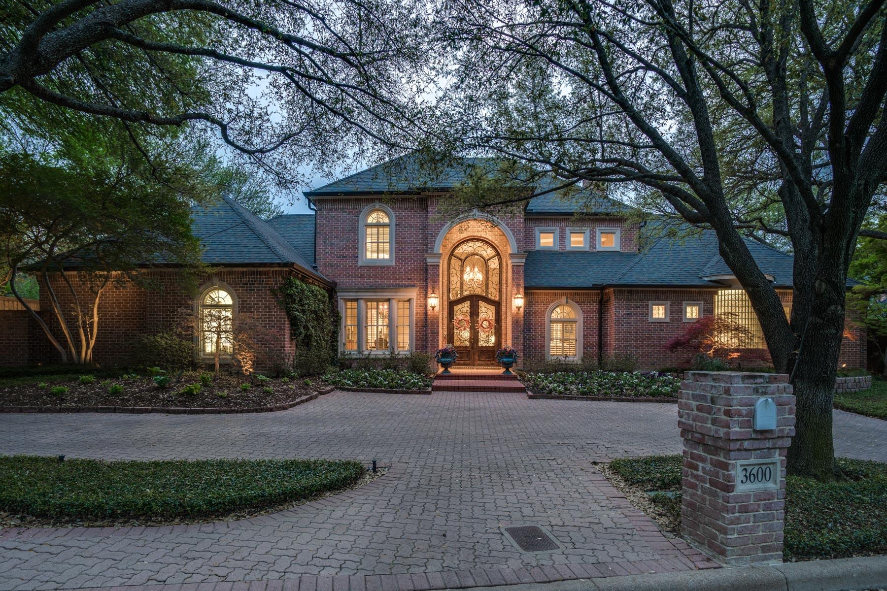 Частный односемейный дом для того Продажа на Amazing Overton Woods Home 3600 Briarhaven Road, Fort Worth, Техас, 76109 Соединенные Штаты