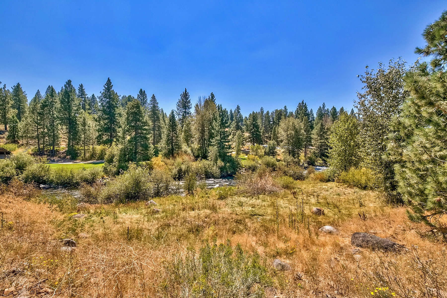 Additional photo for property listing at 10419  East River Street, Truckee, Ca 96161 10419  East River Street River's Edge Truckee, California 96161 Estados Unidos
