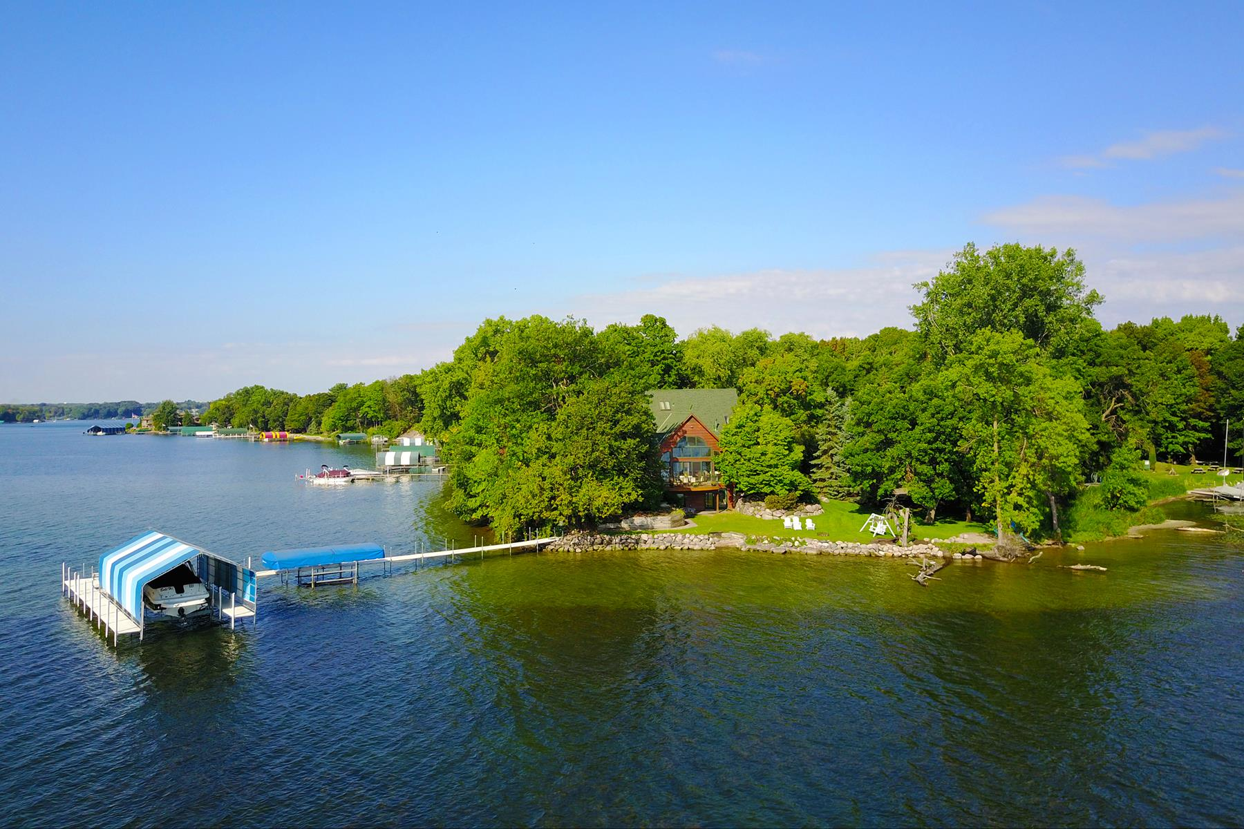 Single Family Homes 为 销售 在 Tranquility on Enchanted Point with Pristine Lake Minnetonka Shoreline 4595 Enchanted Point Shorewood, 明尼苏达州 55364 美国