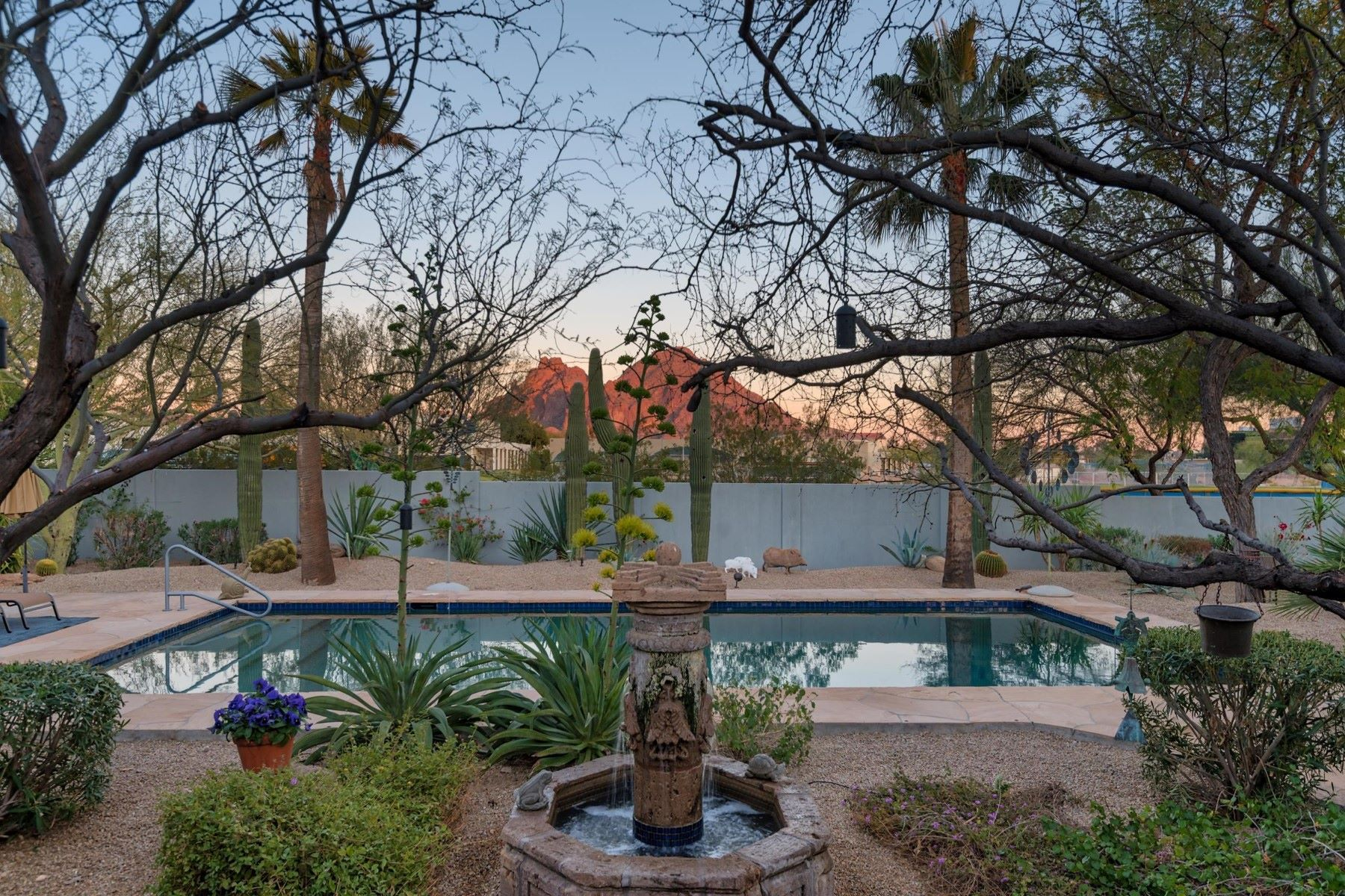 獨棟家庭住宅 為 出售 在 Fabulous Rustic Home in White Estates 5311 N 37TH PLACE, Paradise Valley, 亞利桑那州, 85253 美國