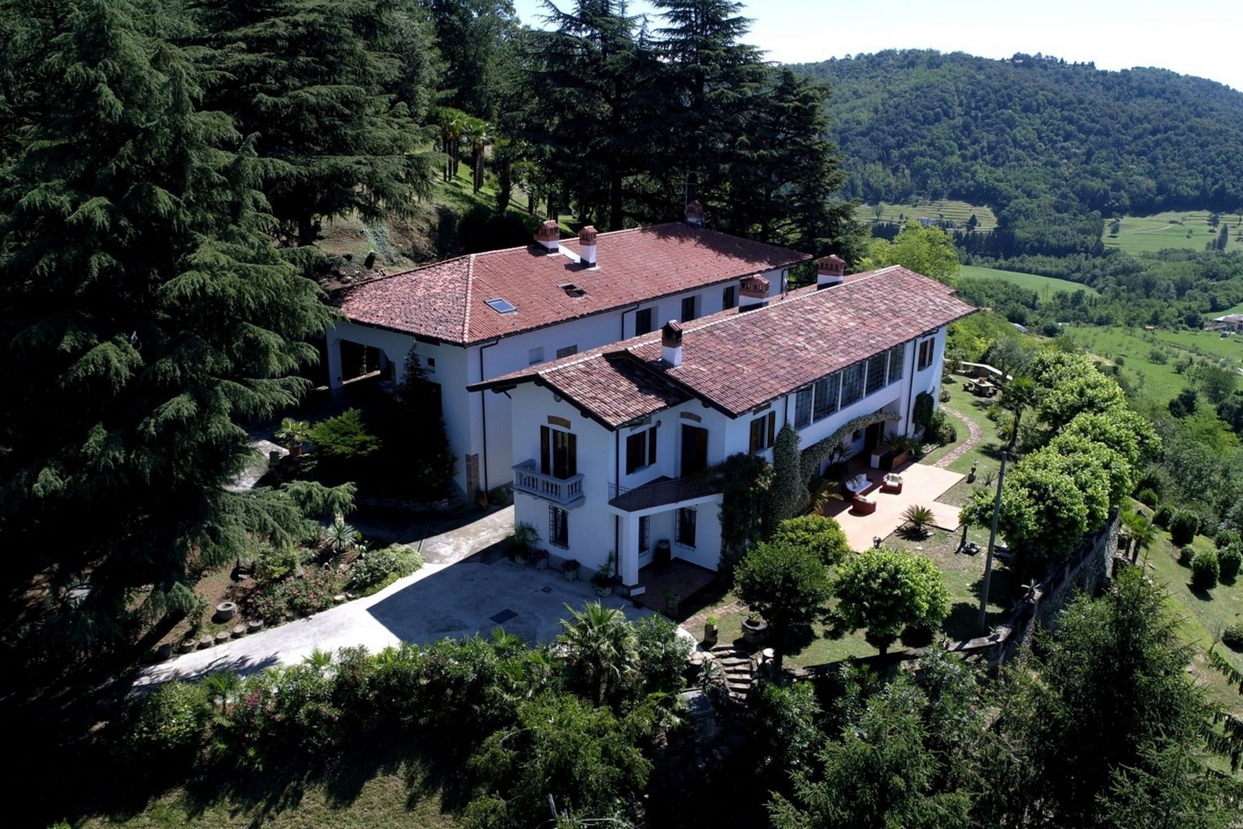 Single Family Home for Sale at Elegant villa dating back to the early 1900's via Santa Apollonia Other Lecco, Lecco 23873 Italy
