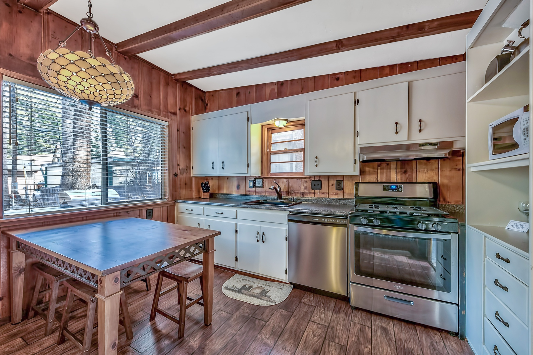 Additional photo for property listing at 1048 Glen Road, South Lake Tahoe, CA 96150 1048 Glen Road South Lake Tahoe, California 96150 United States