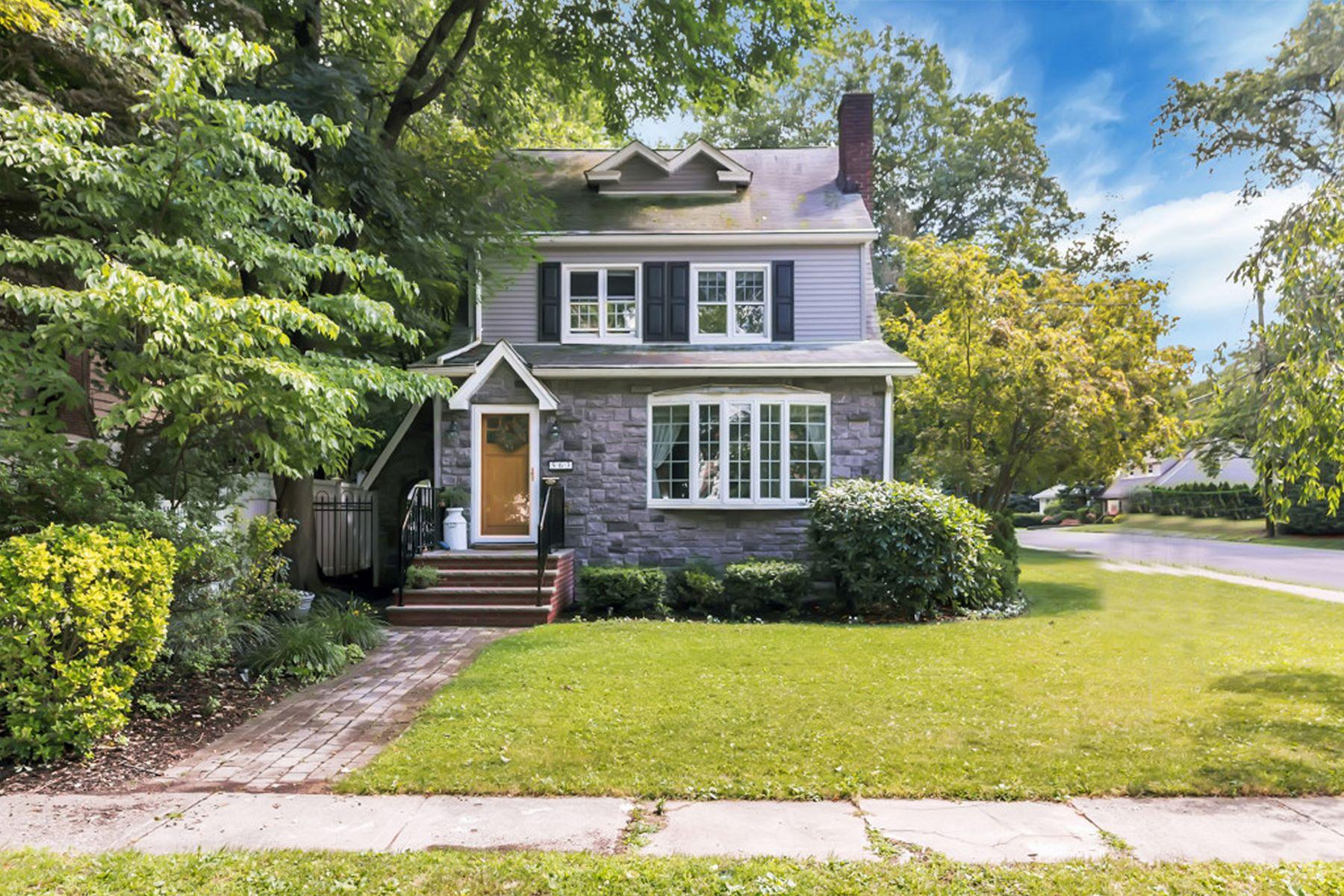 Casa Unifamiliar por un Venta en Bright And Spacious Side Hall Colonial. 563 Cross Street Township Of Washington, Nueva Jersey 07676 Estados Unidos
