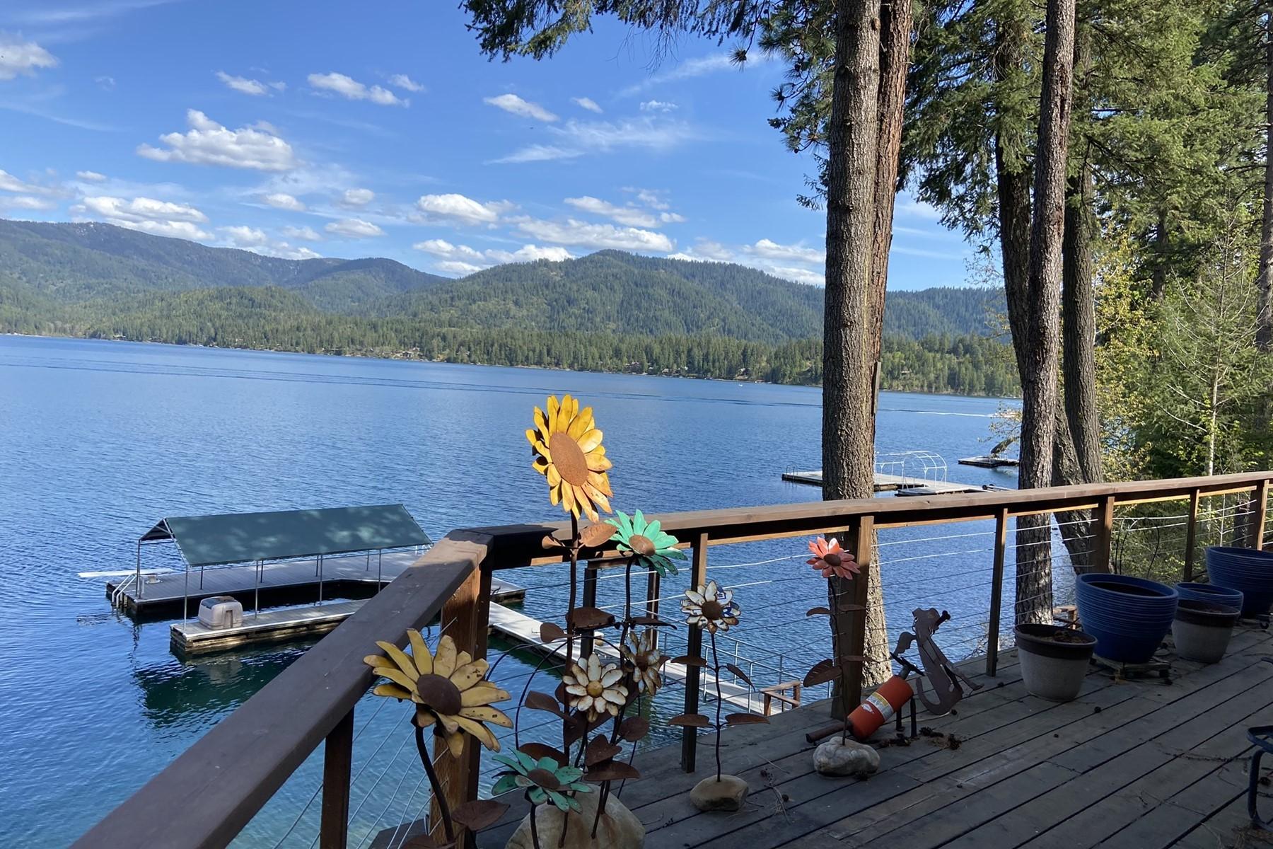 Single Family Homes por un Venta en Close In Hayden Lake Cottage 11110 N Cabin Ct Hayden, Idaho 83835 Estados Unidos