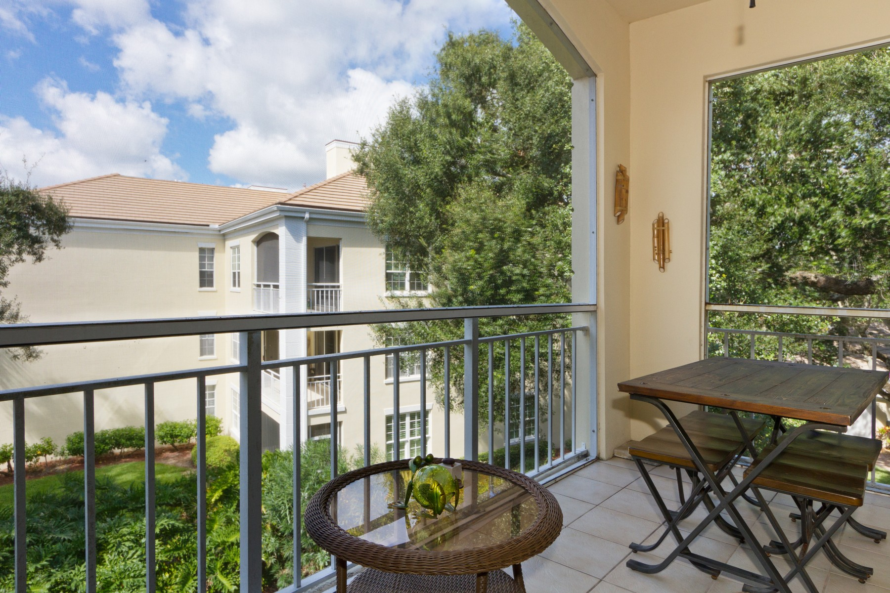 Additional photo for property listing at Penthouse Unit with Peaceful Lake Views 200 Sable Oaks Lane #304 Indian River Shores, Florida 32963 United States