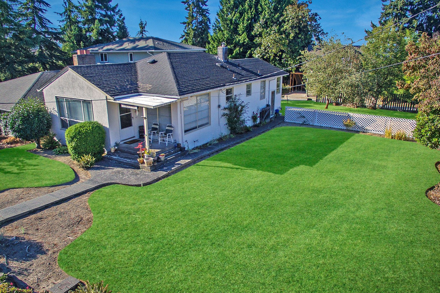 Additional photo for property listing at Sun Drenched West Of Market Home 227 8th Ave W Kirkland, Washington 98033 United States