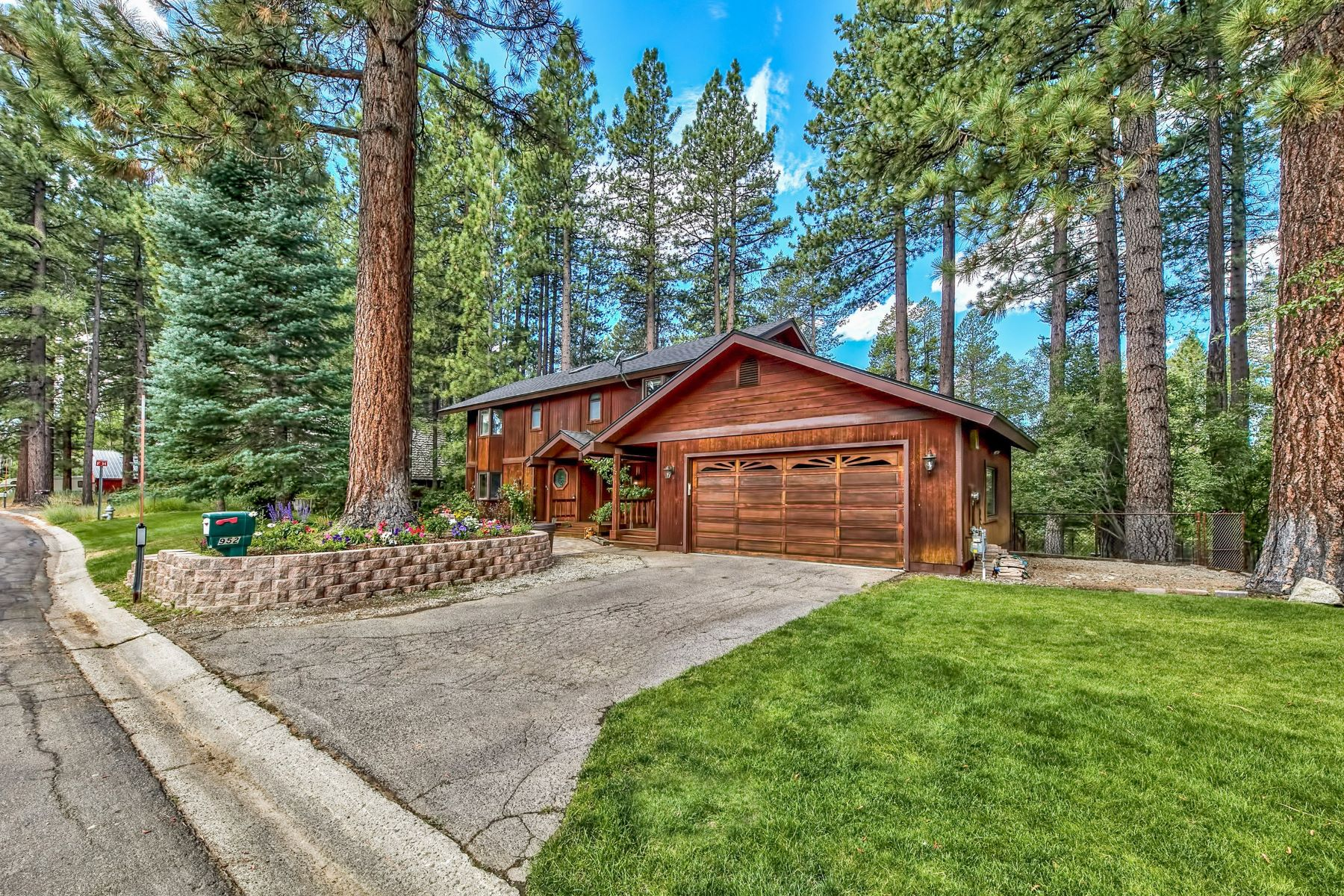Single Family Homes for Active at 952 Silverwood Circle, South Lake Tahoe, CA 96150 952 Silverwood Circle South Lake Tahoe, California 96150 United States