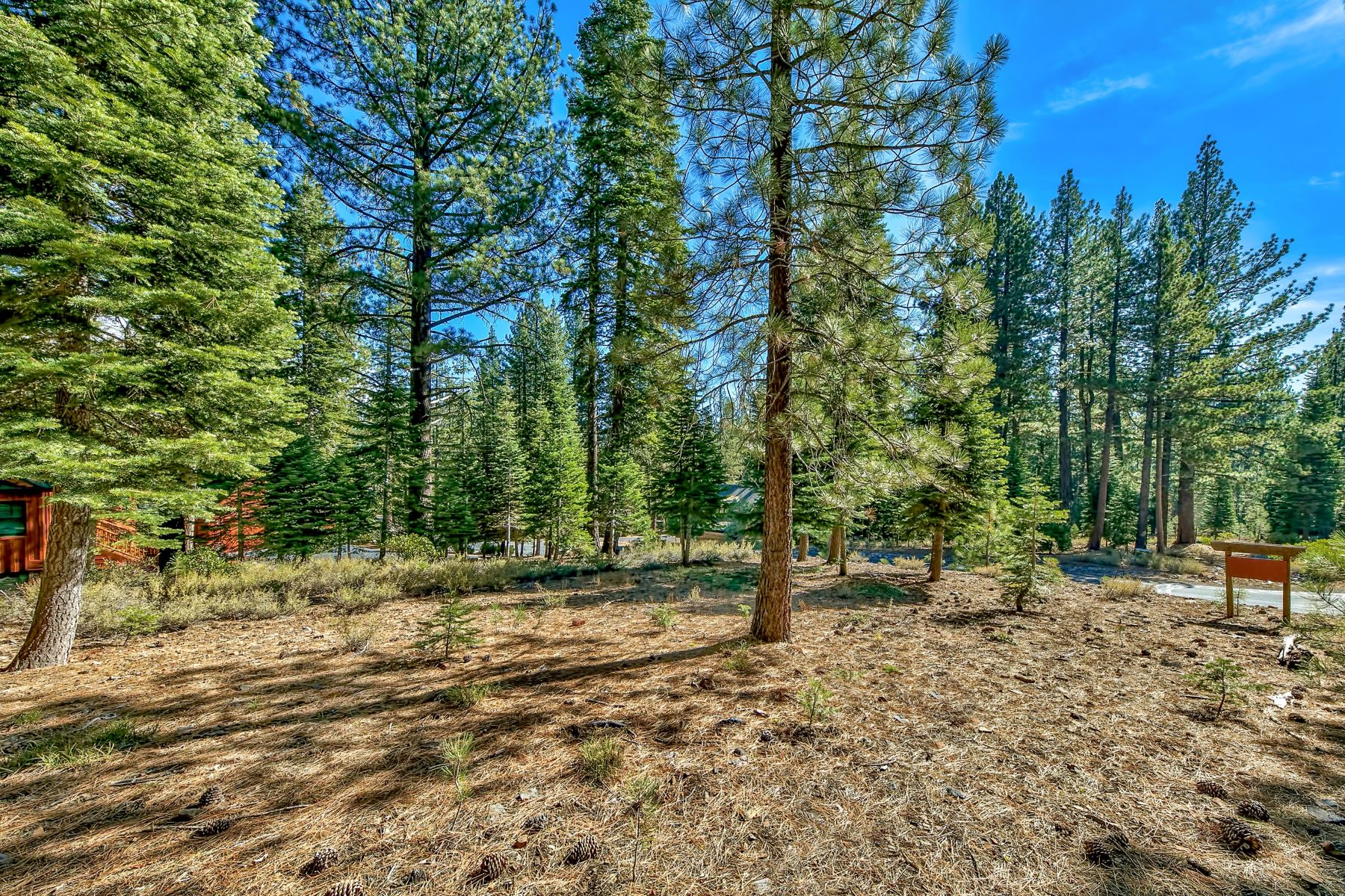 Additional photo for property listing at 11788 Saddleback Drive, Truckee, CA 11788 Saddleback Drive Truckee, California 96161 United States
