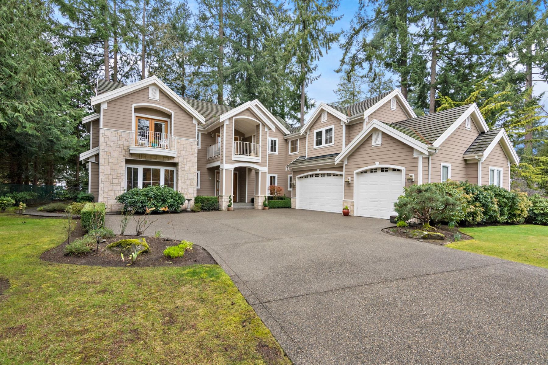 Single Family Home for Sale at 54 Country Club 54 Country Club Dr SW, Lakewood, Washington, 98498 United States