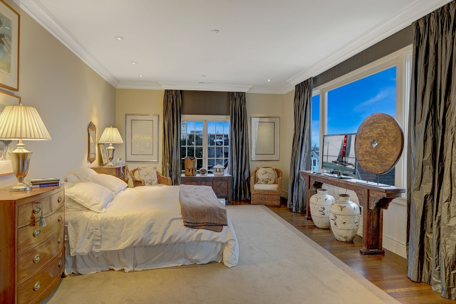 Additional photo for property listing at Magnificent Grand Mansion in the Heart of SF 2820 Scott Street San Francisco, California 94123 Estados Unidos