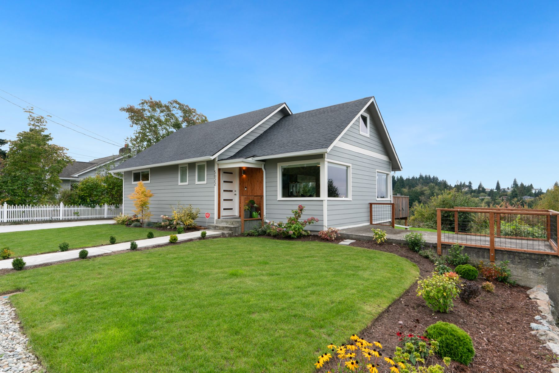 Single Family Homes por un Venta en Possession Sound View Property 5022 Seahurst Ave Everett, Washington 98203 Estados Unidos