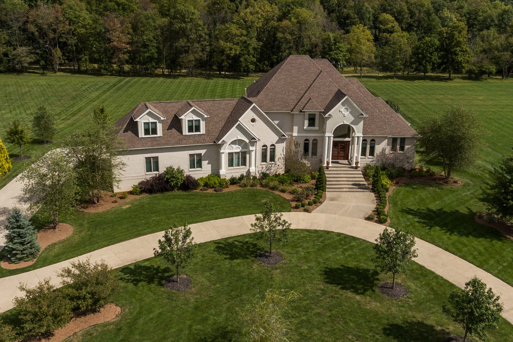 Maison unifamiliale pour l Vente à Bucolic Views & Elegant Spaces 859 Lyn Lea Lane Lebanon, Indiana, 46052 États-Unis