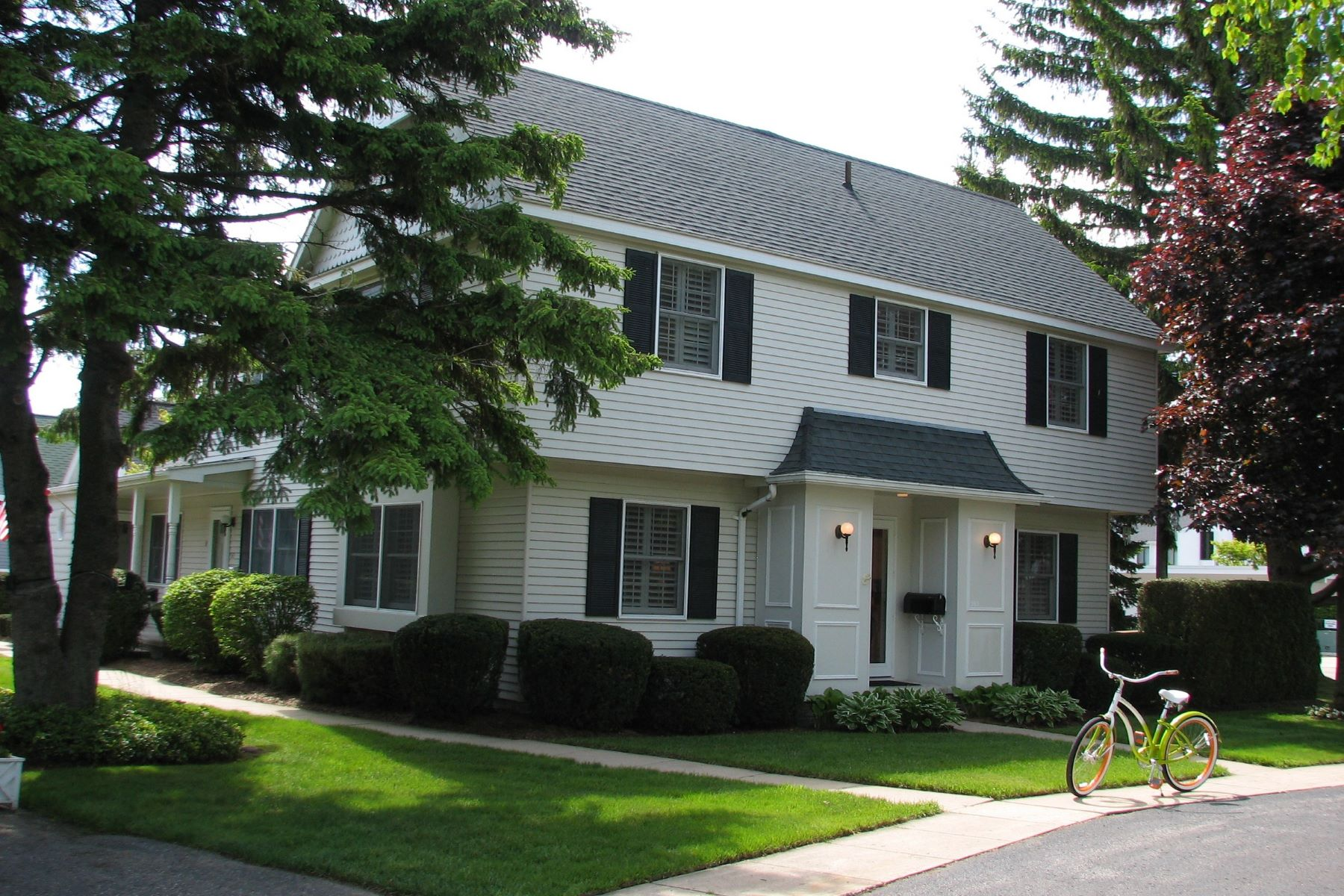 Condominium for Sale at 563 E. Bay Street #10 563 Bay Street #10 Harbor Springs, Michigan, 49740 United States