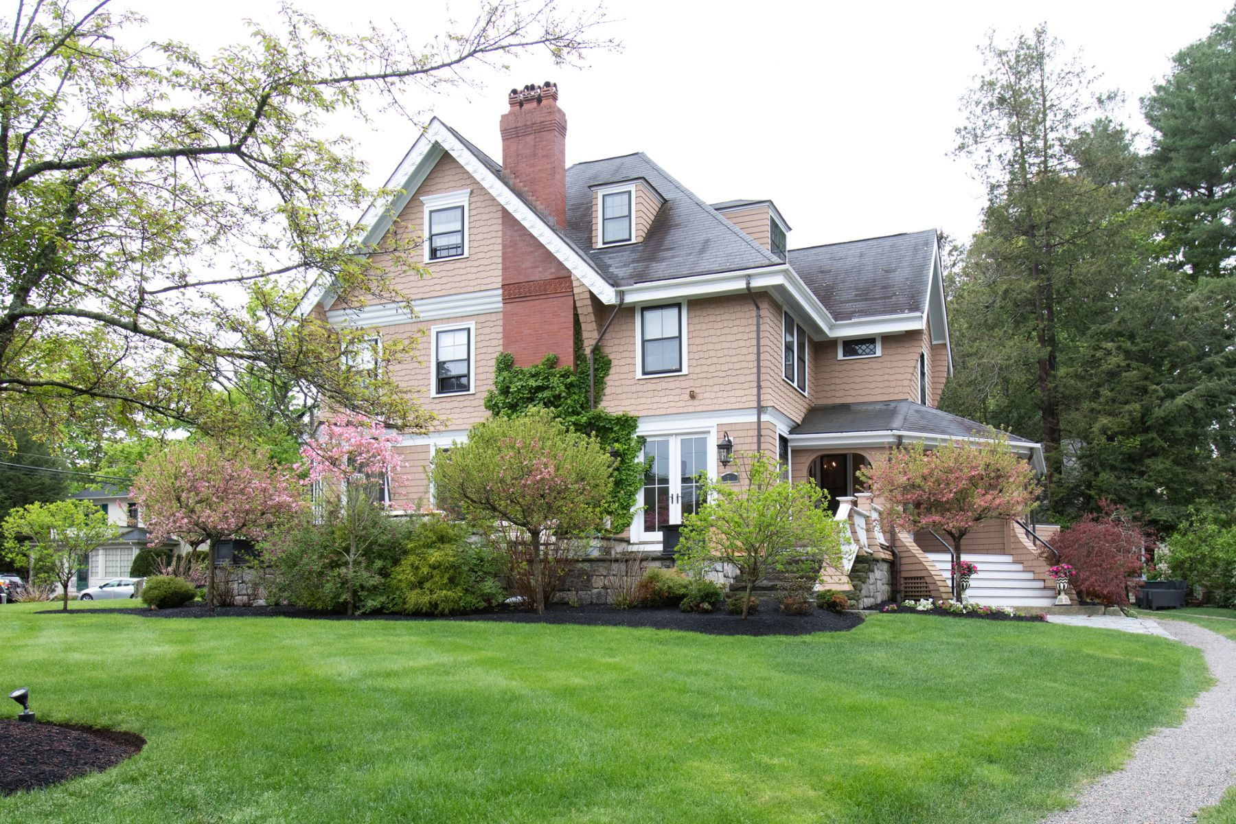 Single Family Homes por un Venta en 31 Brook St Wellesley, Massachusetts 02482 Estados Unidos