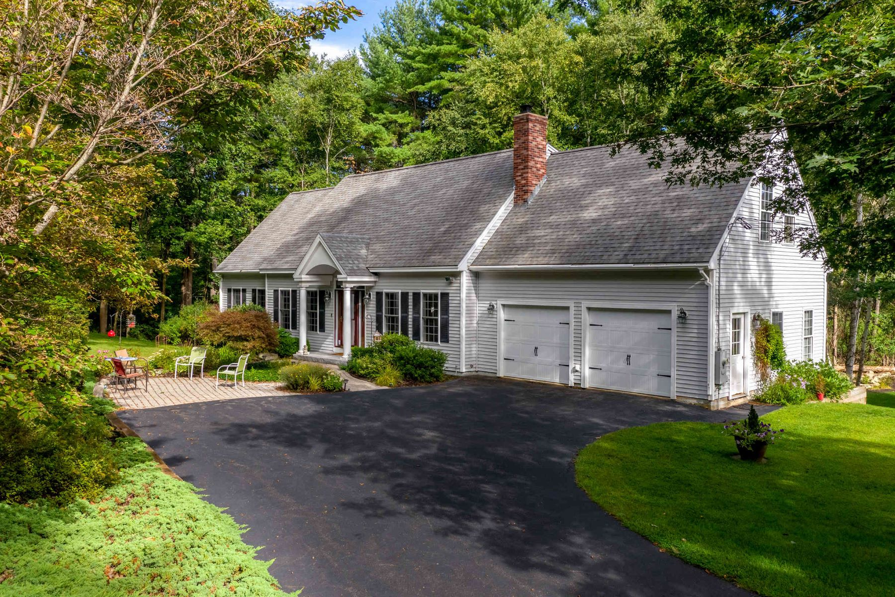 Single Family Homes for Active at Beautiful Cape on a Private Cul-de-sac in Kittery Point 14 Lynch Lane Kittery, Maine 03905 United States