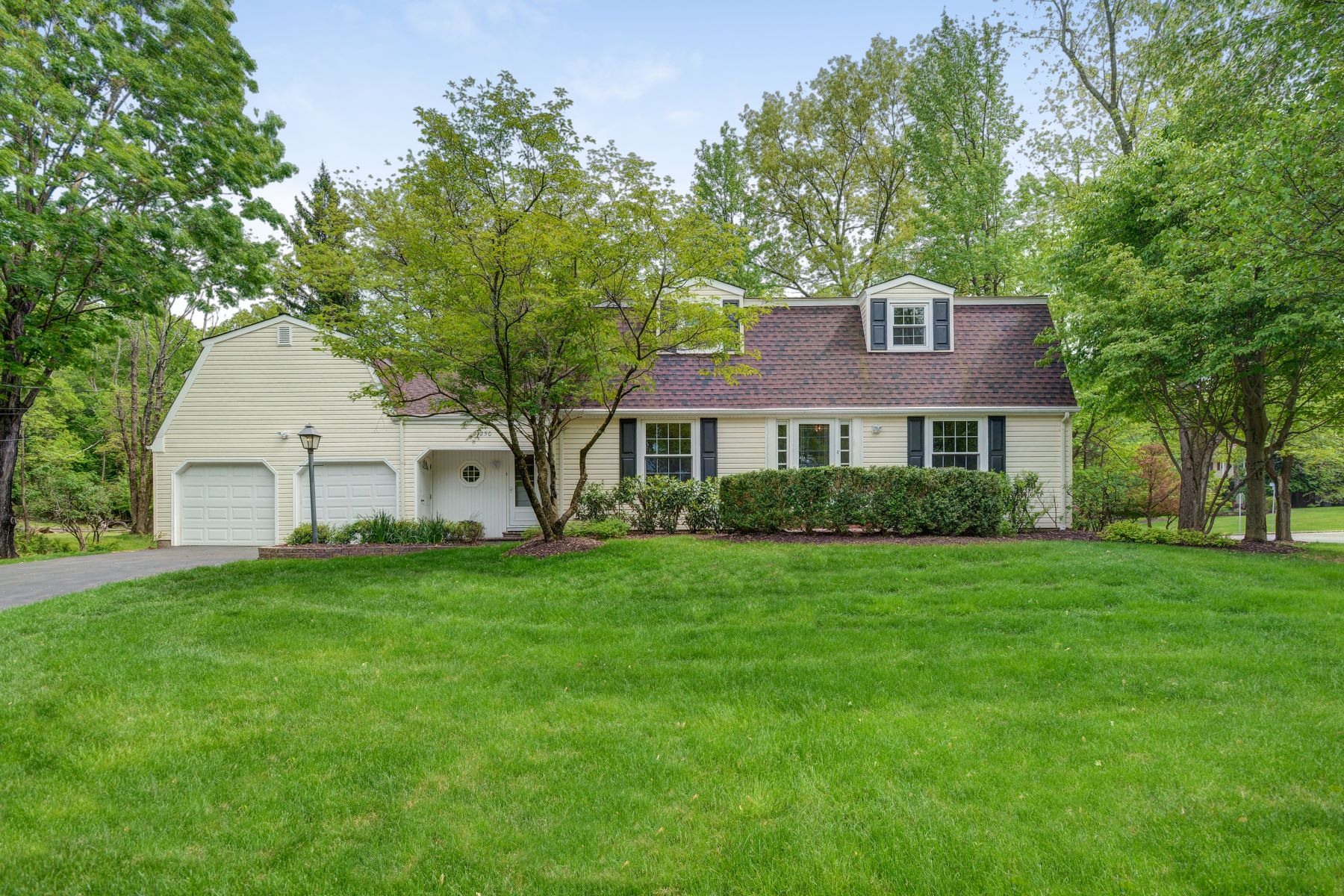 Single Family Homes for Sale at Magnificent Colonial 1250 Dogwood Drive Bridgewater, New Jersey 08807 United States