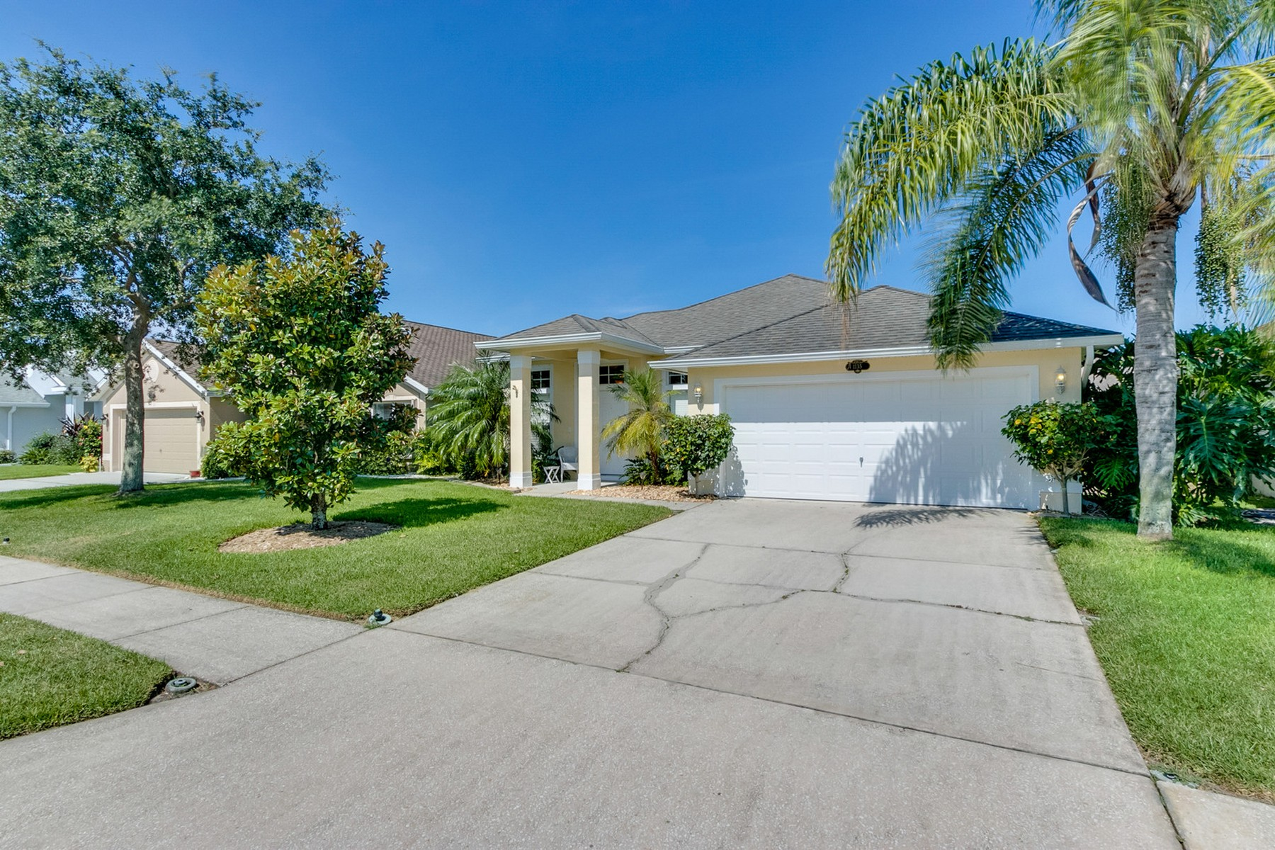 Meticulously Maintained Lakefront Home 1135 Sedgewood Circle West Melbourne, Florida 32904 Usa