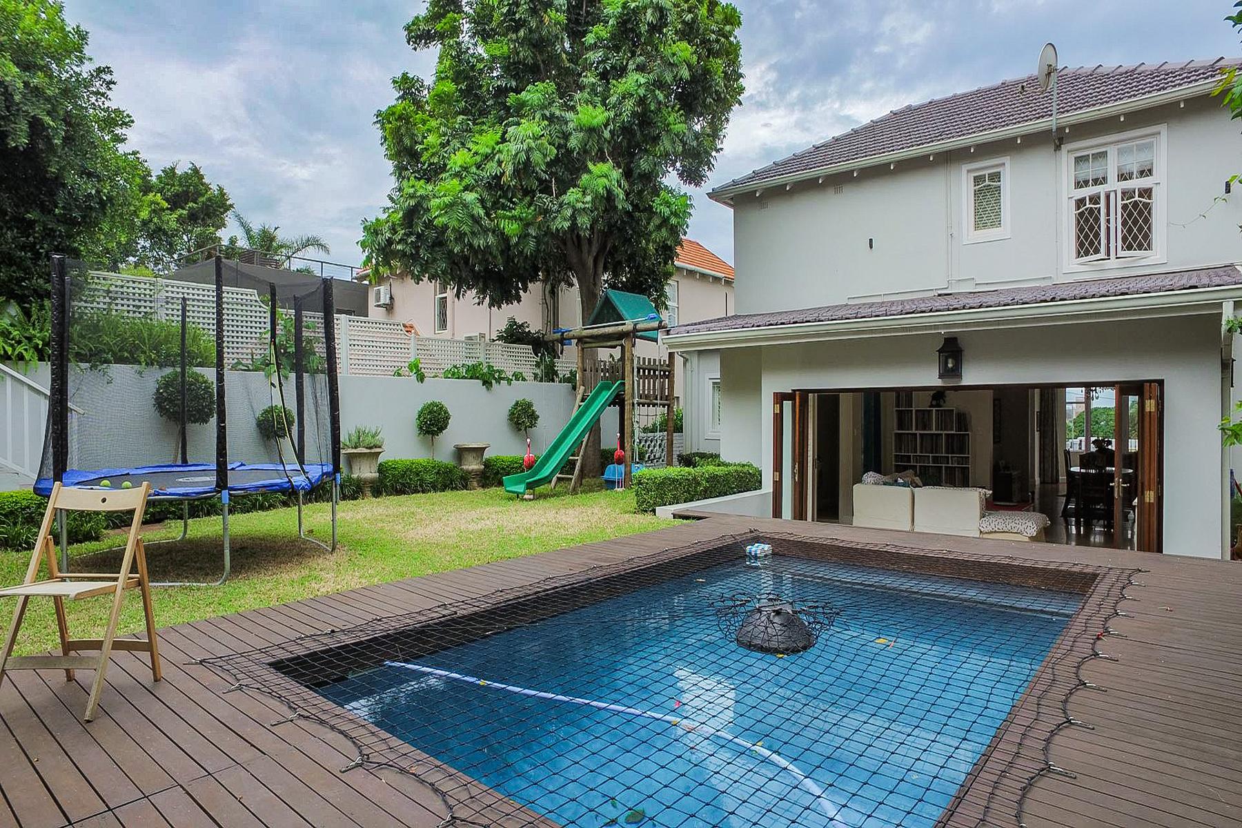 واحد منزل الأسرة للـ Sale في Essenwood Durban, Kwazulu-Natal, South Africa