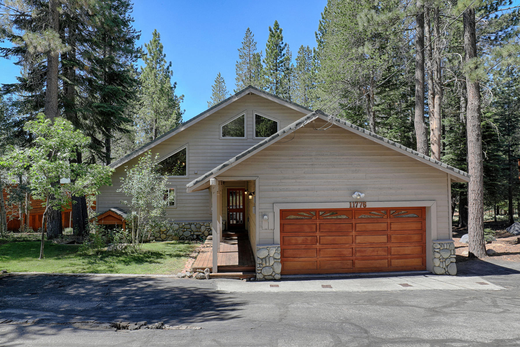 Property for Active at 11776 Schussing Way, Truckee, CA 96161 11776 Schussing Way Truckee, California 96161 United States