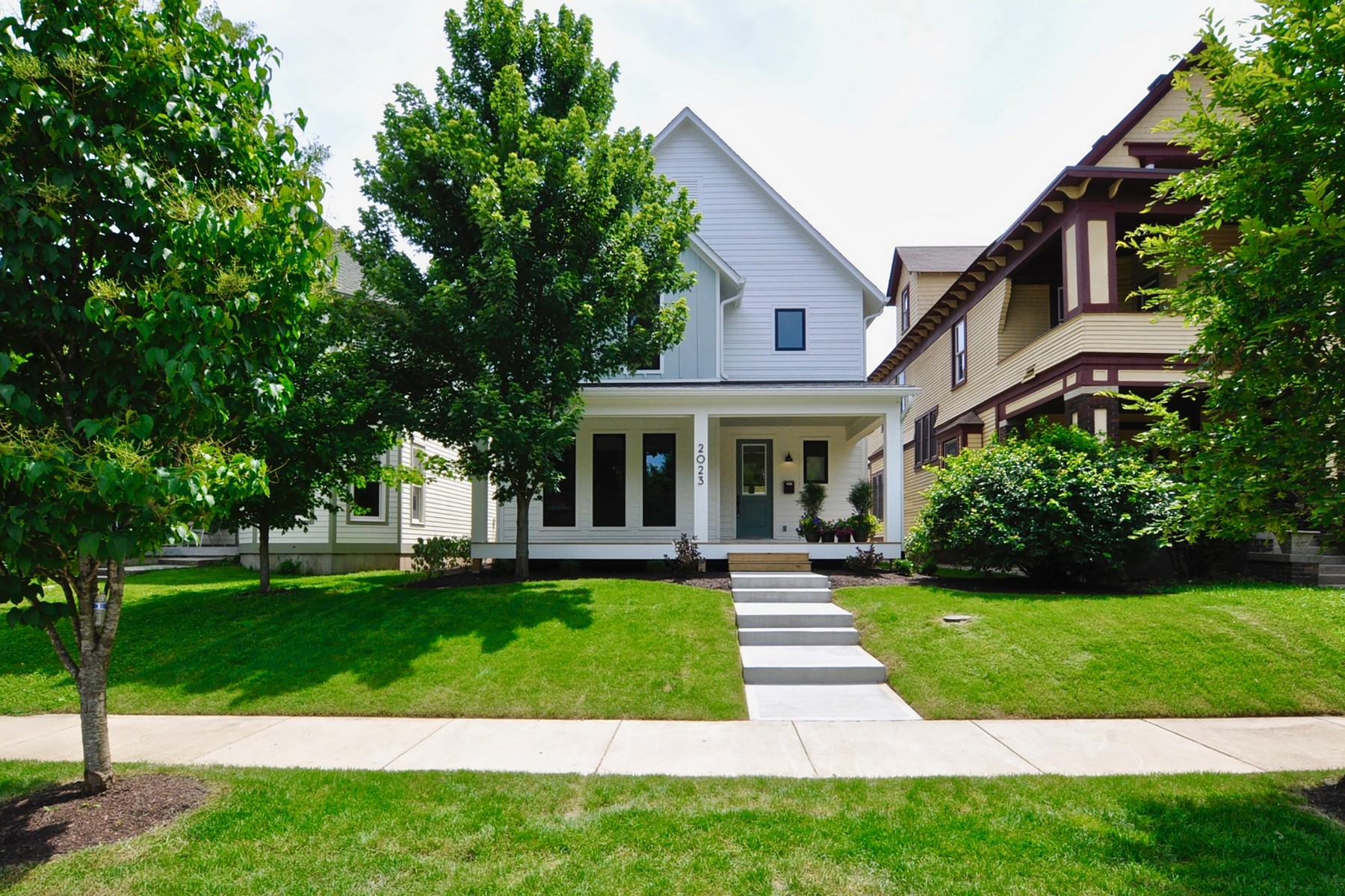 Single Family Homes للـ Sale في Contemporary Styled Home 2023 N Alabama Street, Indianapolis, Indiana 46202 United States