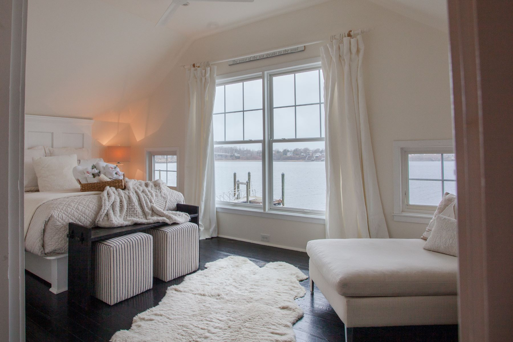 Additional photo for property listing at Waterfront Cottage 281 Riverside Drive Tiverton, Rhode Island 02878 United States