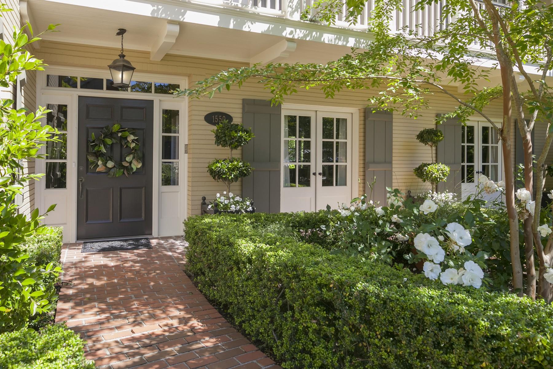 Single Family Home for Sale at 1550 Shenandoah Dr E Seattle, Washington 98112 United States