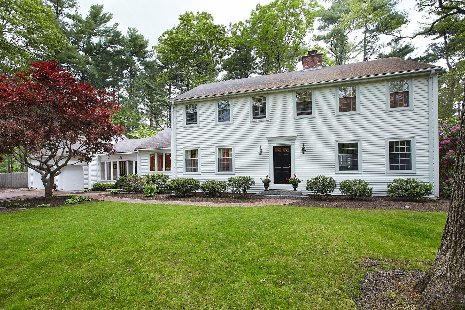 Casa Unifamiliar por un Venta en Pond Front Colonial 19 Flint Locke Drive Duxbury, Massachusetts, 02332 Estados Unidos