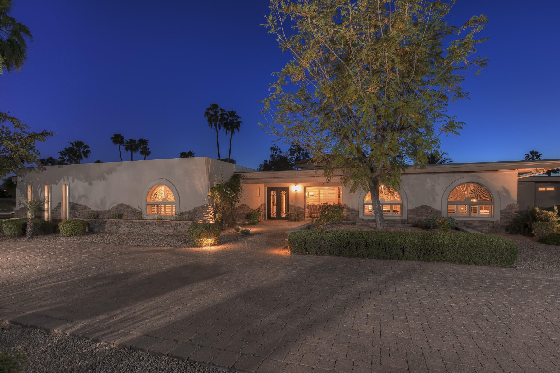Single Family Home for Sale at Charming home on 1.06 acre lot in sought after Paradise Valley Farms 8002 N 74th Pl Scottsdale, Arizona, 85258 United States