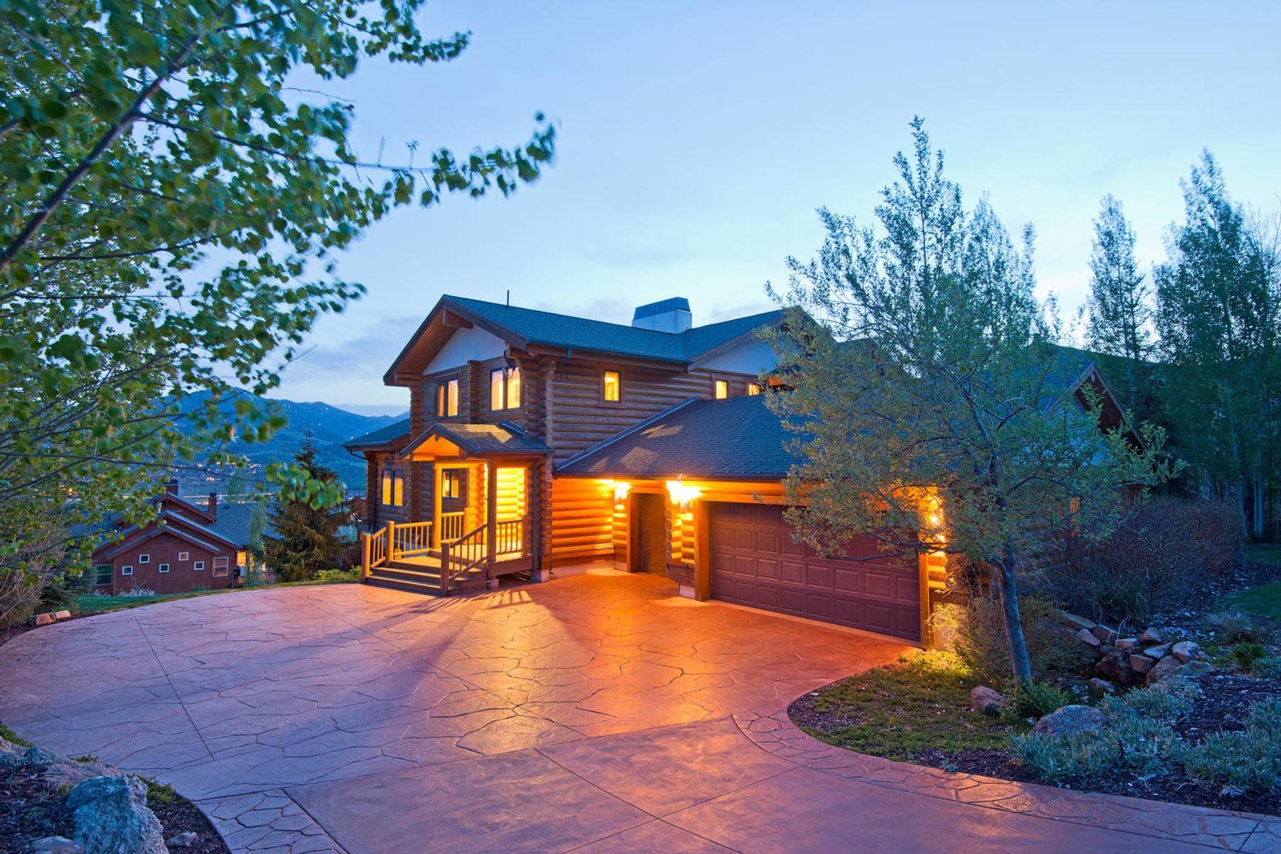 Additional photo for property listing at Updated Home with Wonderful Views & Private Yard 9143 N Flint Way Park City, Utah 84098 United States