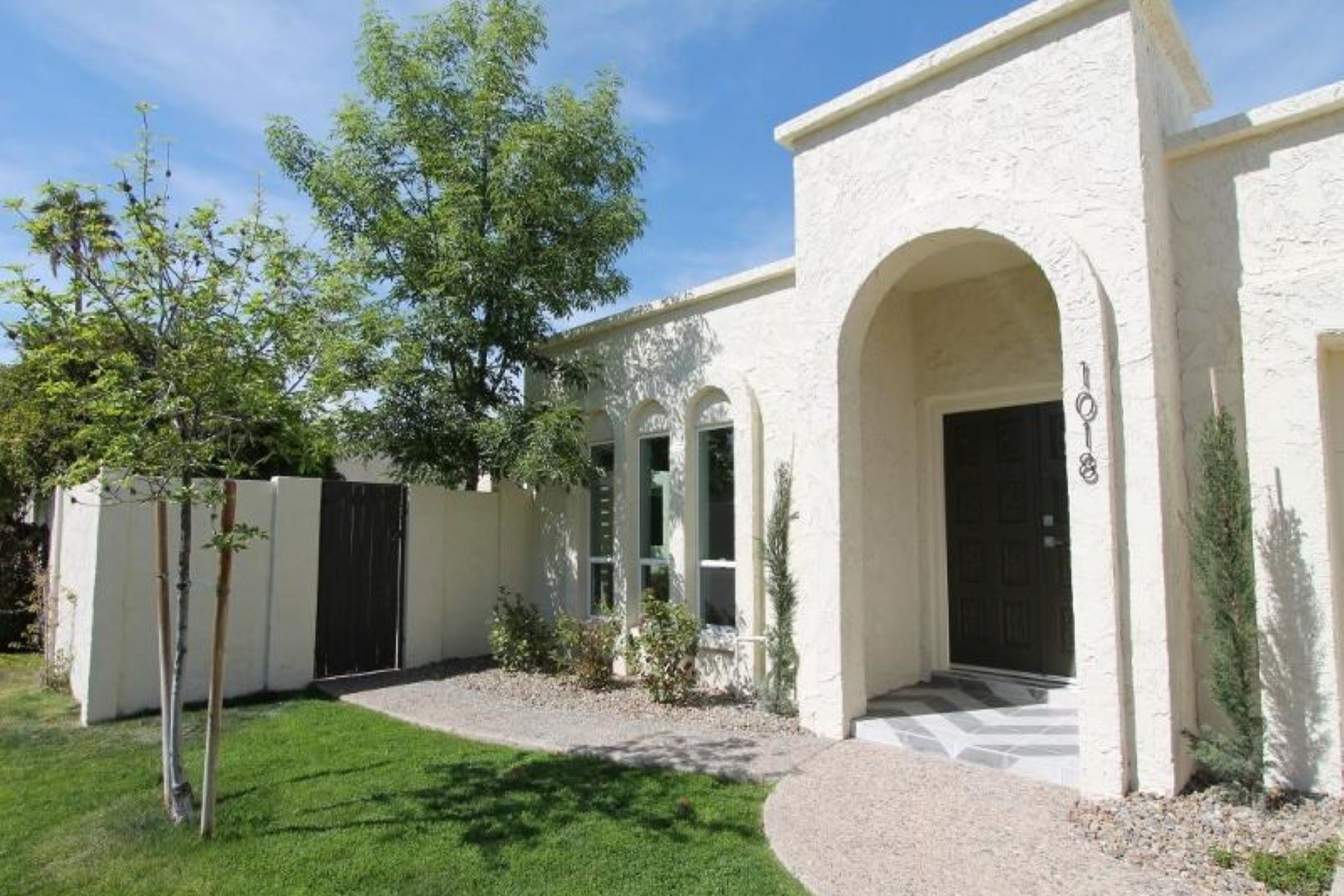 Таунхаус для того Продажа на Lovely single level patio home 1018 W Solar Dr Phoenix, Аризона, 85021 Соединенные Штаты