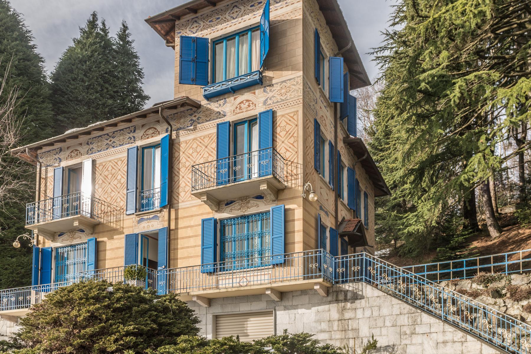 Vivienda unifamiliar por un Venta en Magnificent villa with fine interiors on Maggiore Lake Via Madonna della Neve Gignese, Verbano Cusio Ossola 28836 Italia