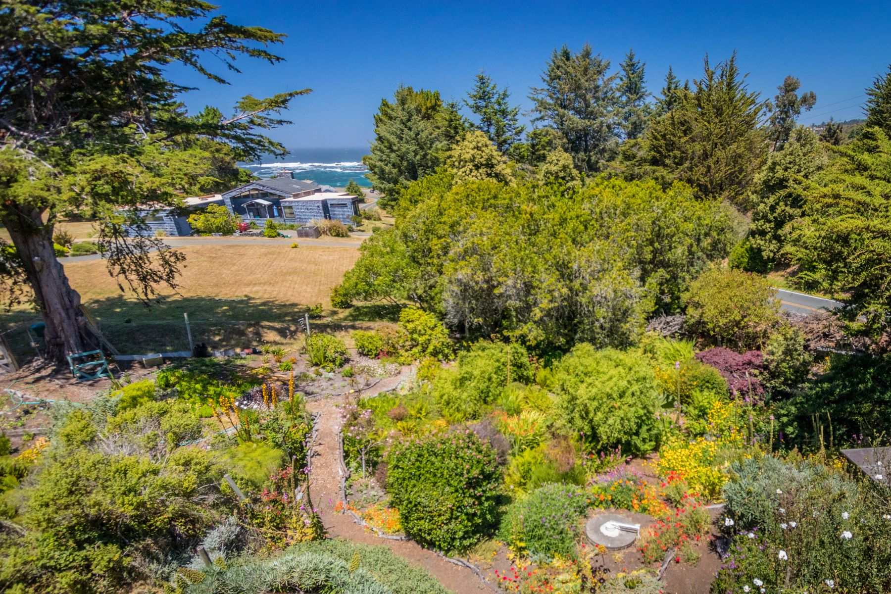 Additional photo for property listing at Upscale Mendocino Home! 45220 S. Caspar Drive Mendocino, California 95460 United States