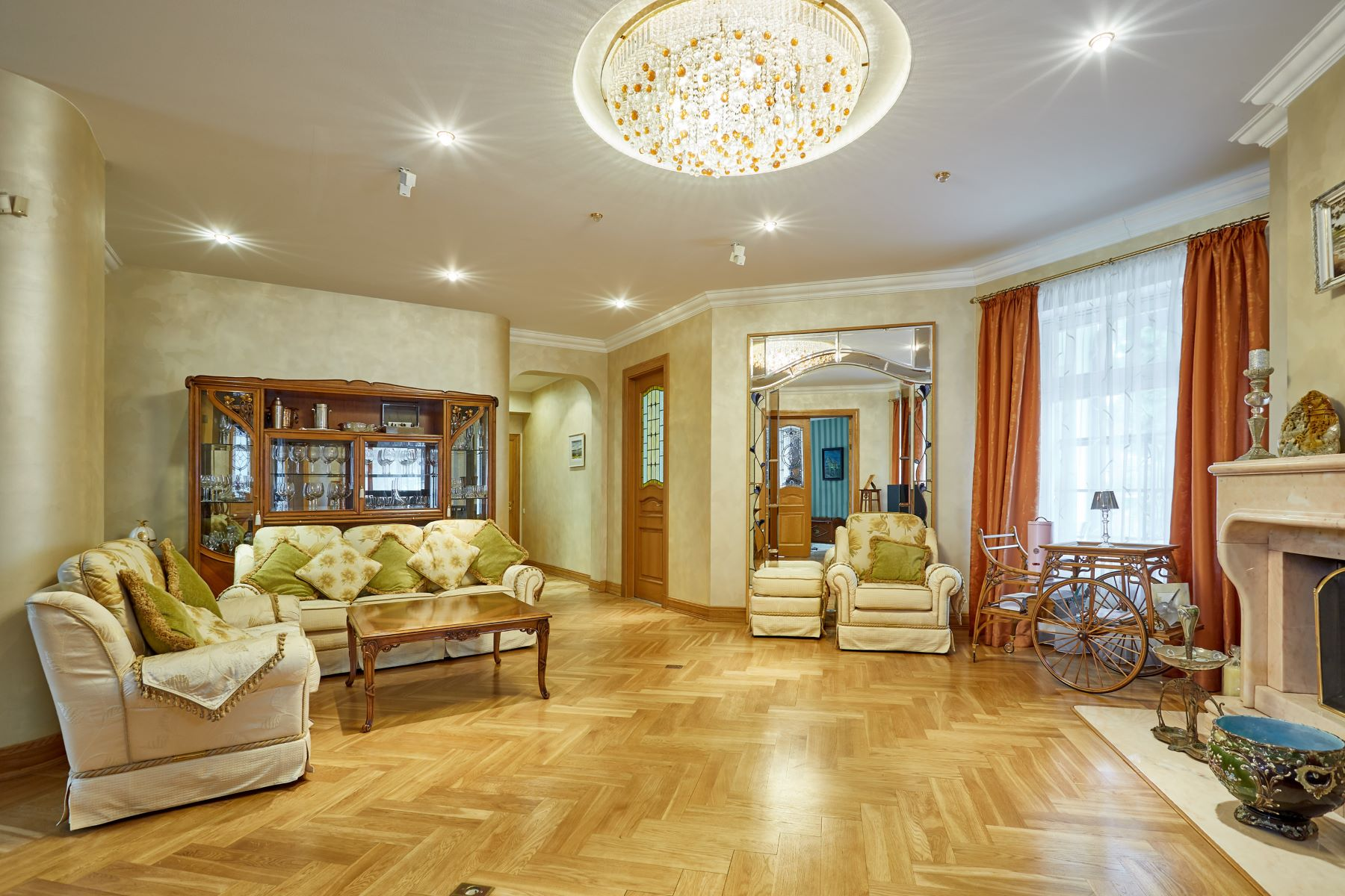 Single Family Homes por un Venta en Elegant classic style Villa in Jurmala Jurmala, Rigas County Letonia