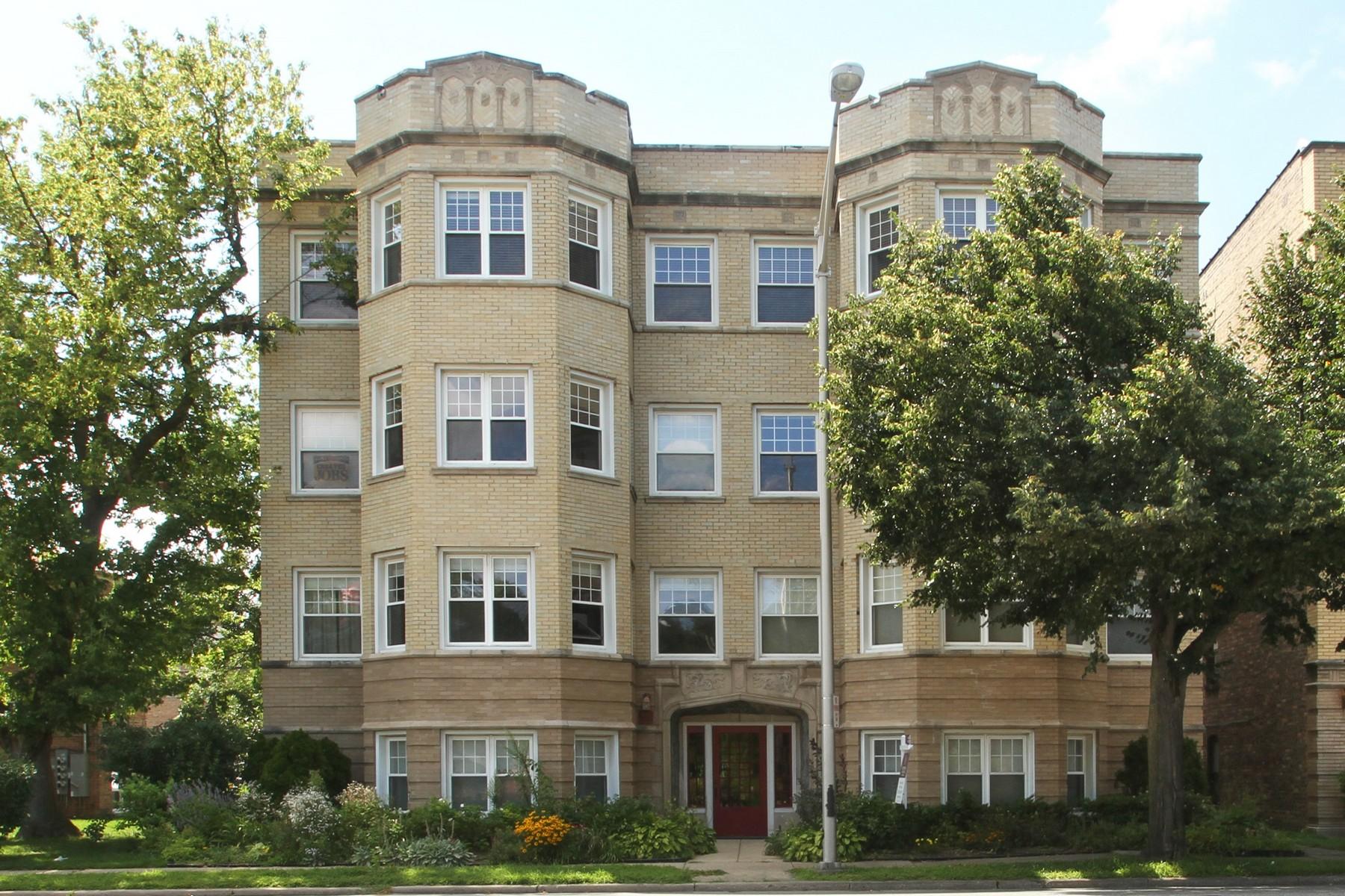 Appartement en copropriété pour l Vente à Charming Vintage Condo 8910 Skokie Boulevard Unit 1S Skokie, Illinois, 60077 États-Unis