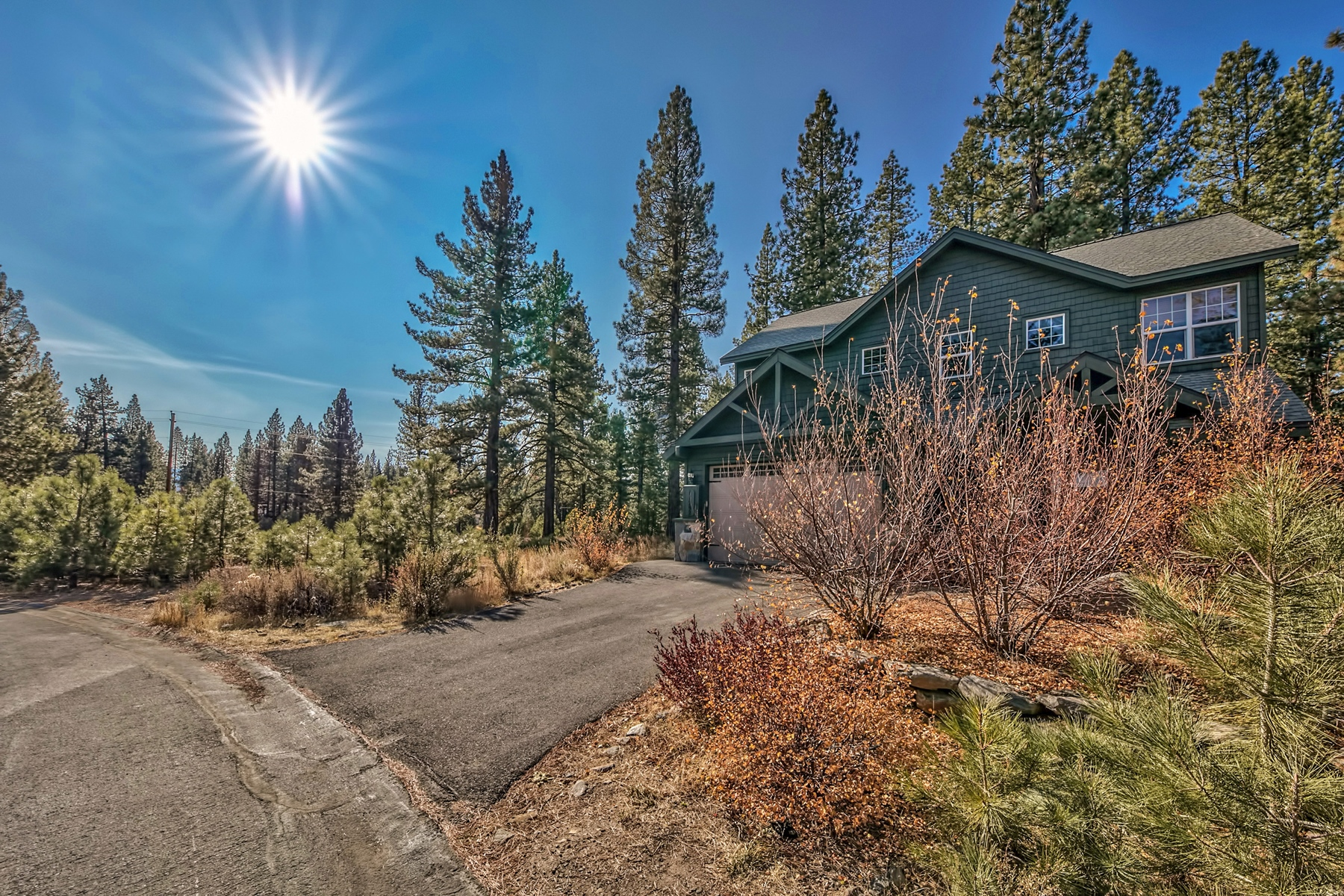 Single Family Home for Active at 11292 Wolverine Circle, Truckee, CA 11292 Wolverine Circle Truckee, California 96161 United States