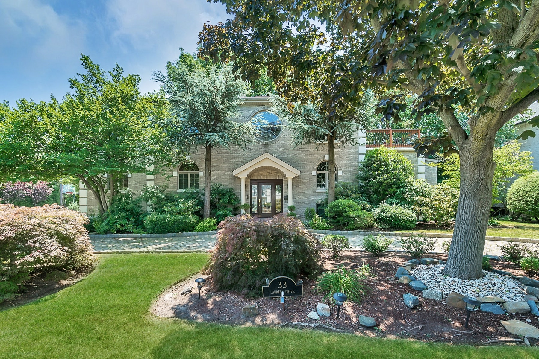 Maison unifamiliale pour l Vente à 33 Laurie Drive Englewood Cliffs, New Jersey 07632 États-Unis