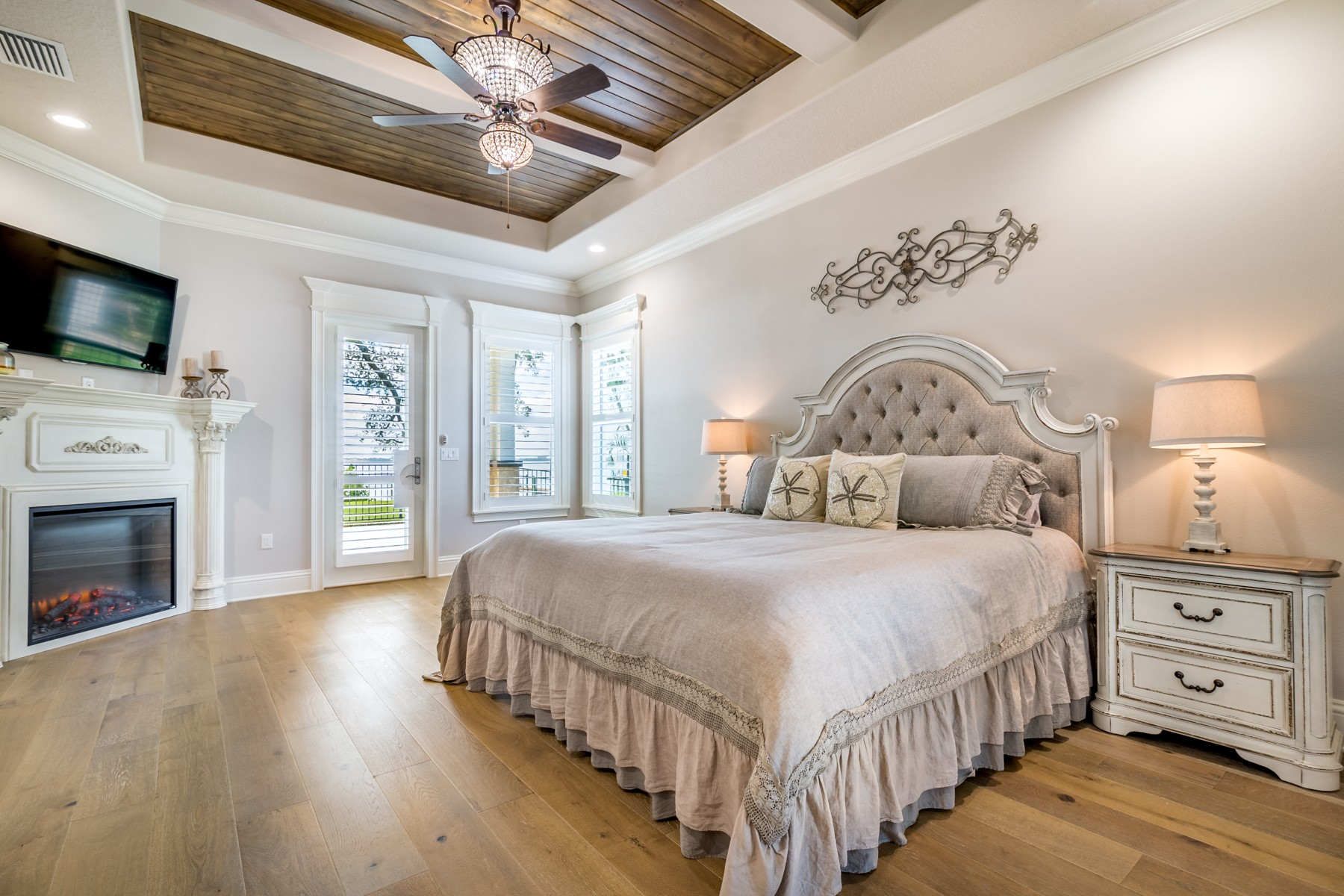 Additional photo for property listing at Breathtaking Riverfront Estate in Indialantic by the Sea 510 N Riverside Drive Indialantic, Florida 32903 United States